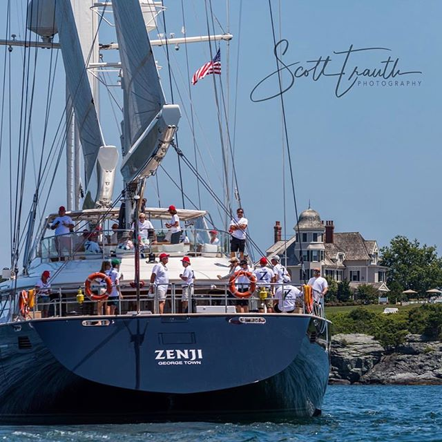Candy Store Cup gets off to a fabulous start today off Castle Hill. Racing resumes Sat., July 27 at 1300. ⚓️🧜♀️🍭🍬 📸 @scotttrauth #candystorecup #newportshipyard #bannisterswharf