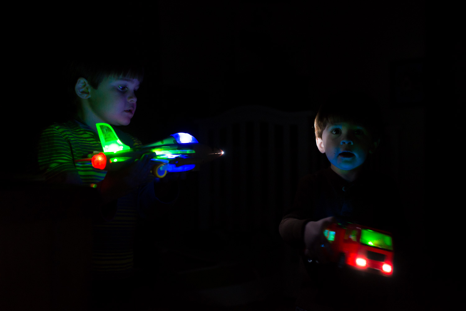 greensburg pa photographer boys with light up toys