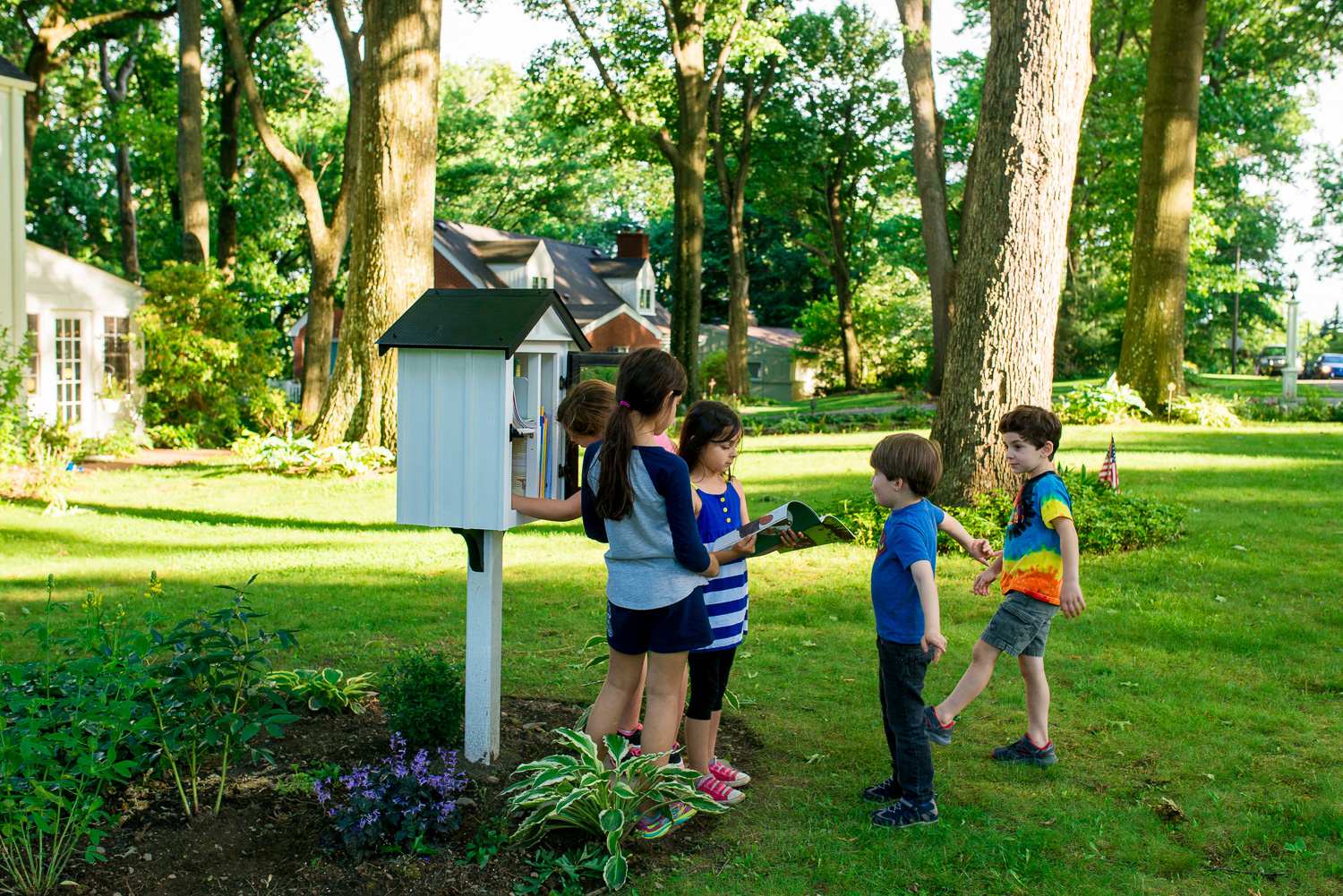 greensburg-family-photographer-kids-at-little-library
