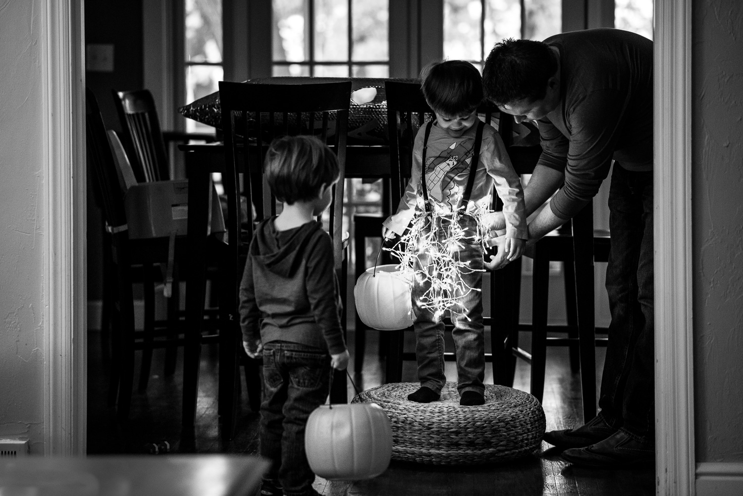 getting-ready-for-halloween-by-pittsburgh-family-photographer-little-story-studio