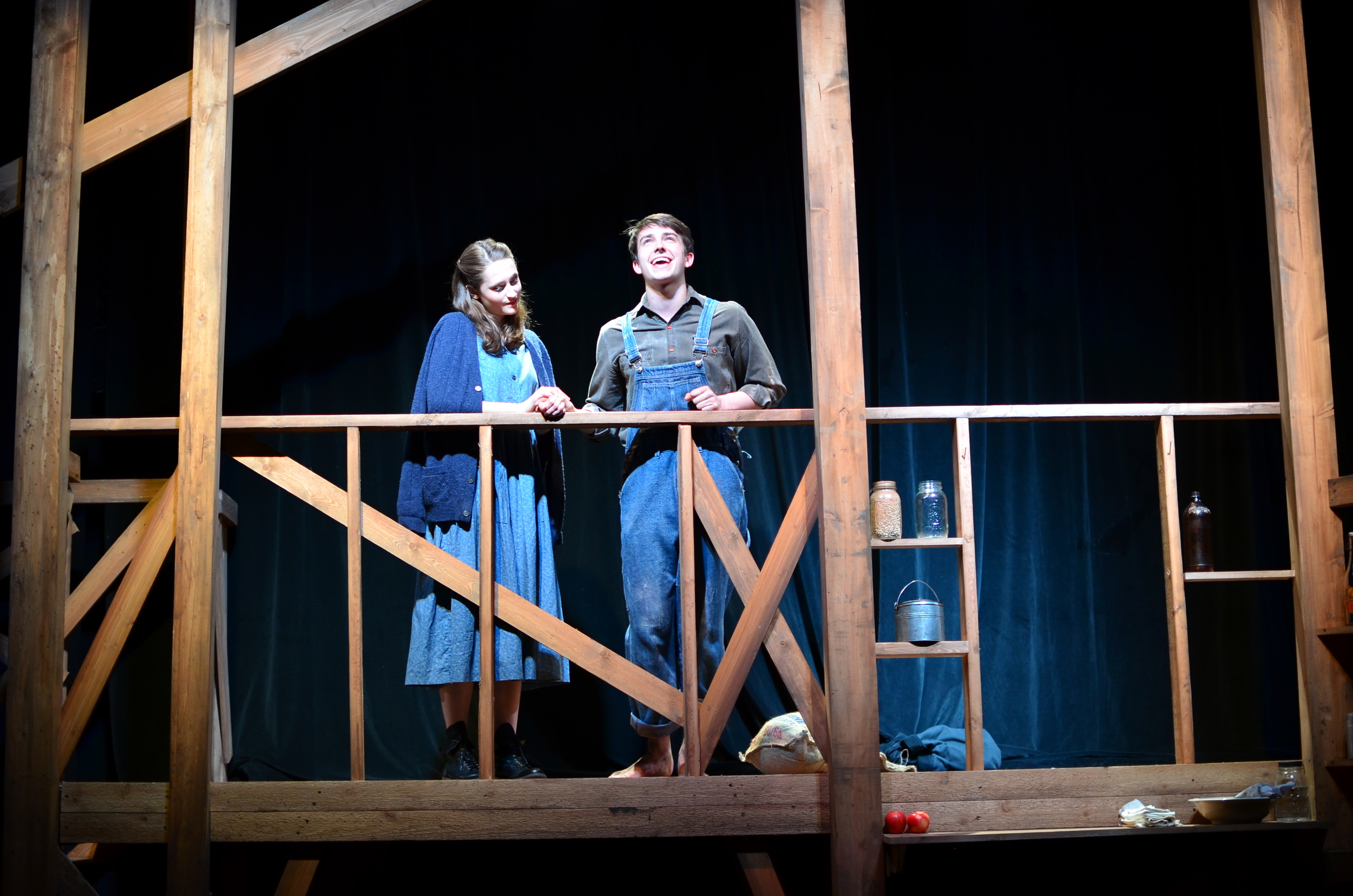 Sary ( Lucie Ledbetter ) and Elliott ( Christian Probst ).