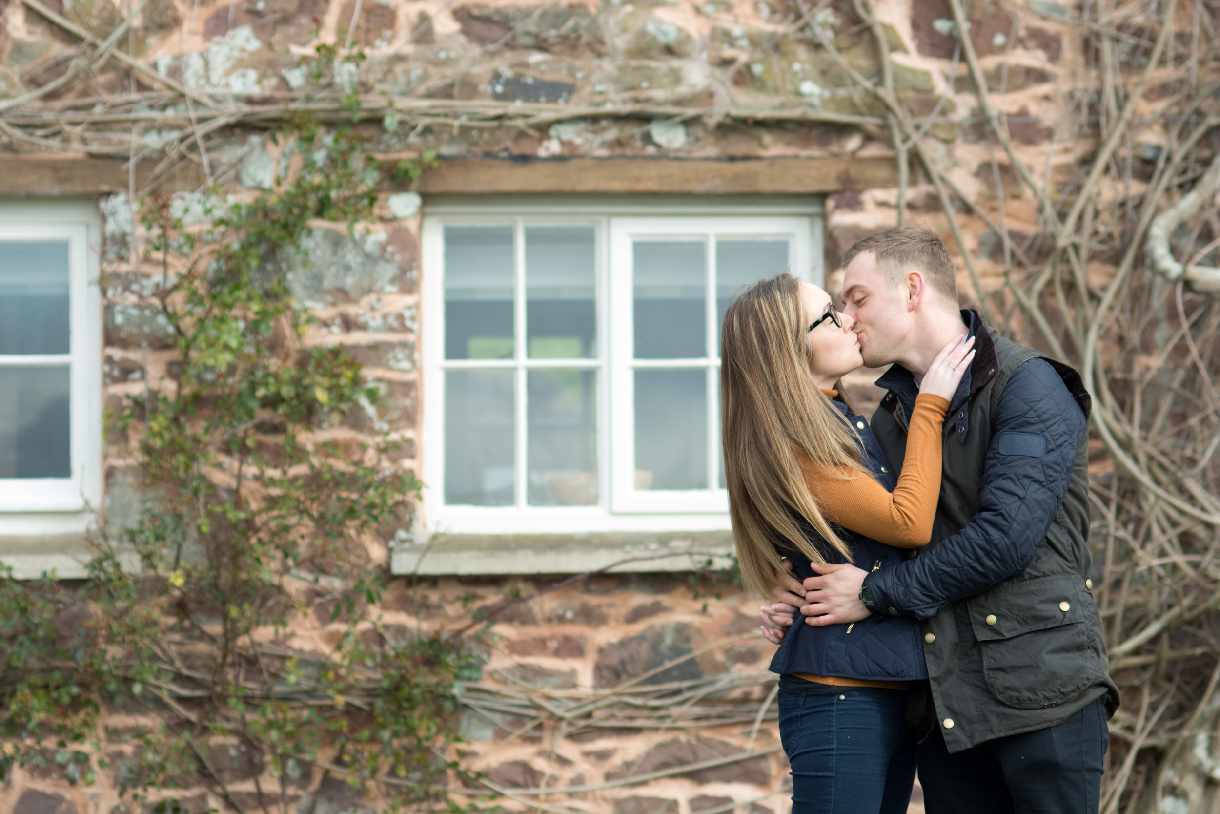 cindy and robs pre wedding shoot at fursdon house, kiss
