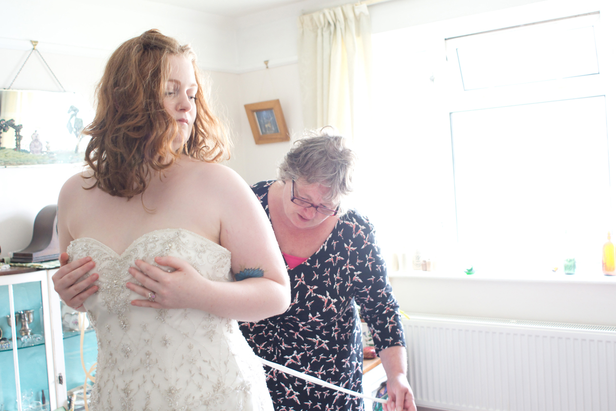 A beautiful moment between Megan and her Mum - Jane, If you are reading this, thank you so much for the cup of tea, offerings of breakfast, milkshakes and for being so concerned with making sure everything was perfect for me! - you are awesome!