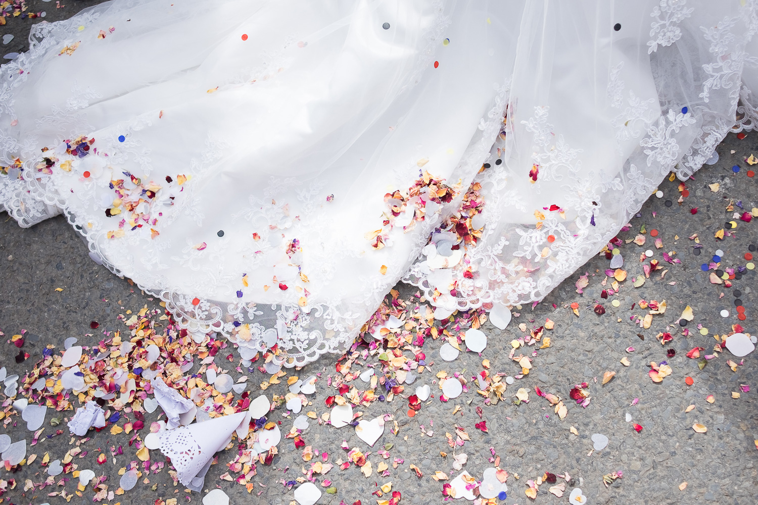 confetti on the dress in woolacombe