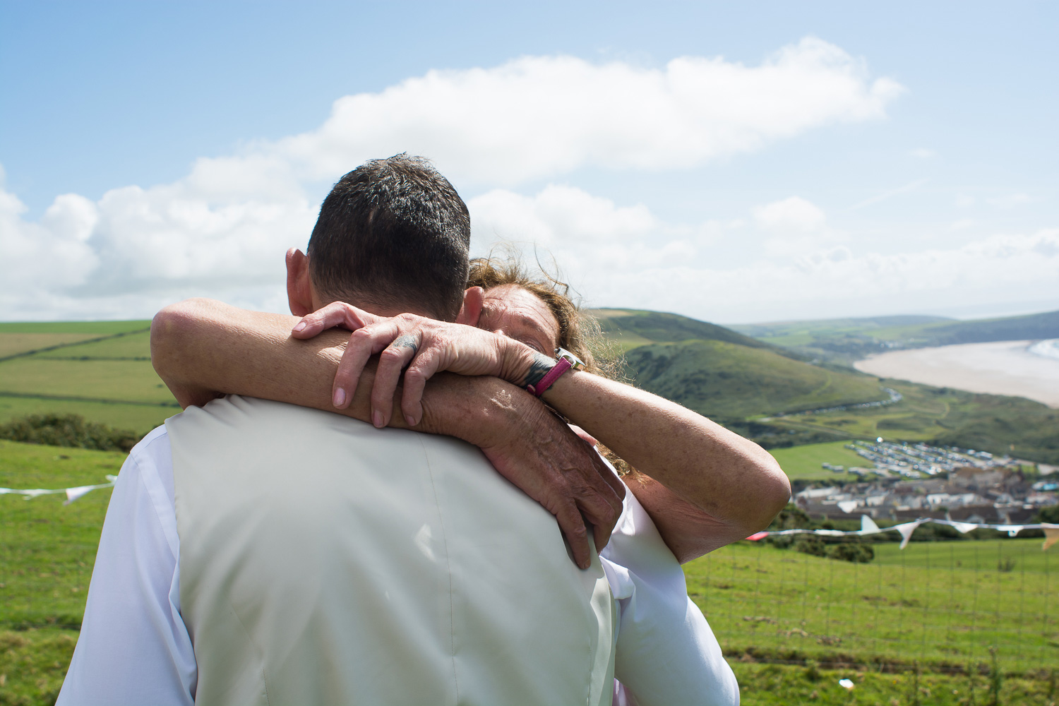 groom and his mum have a huge hug at woolacombe wedding
