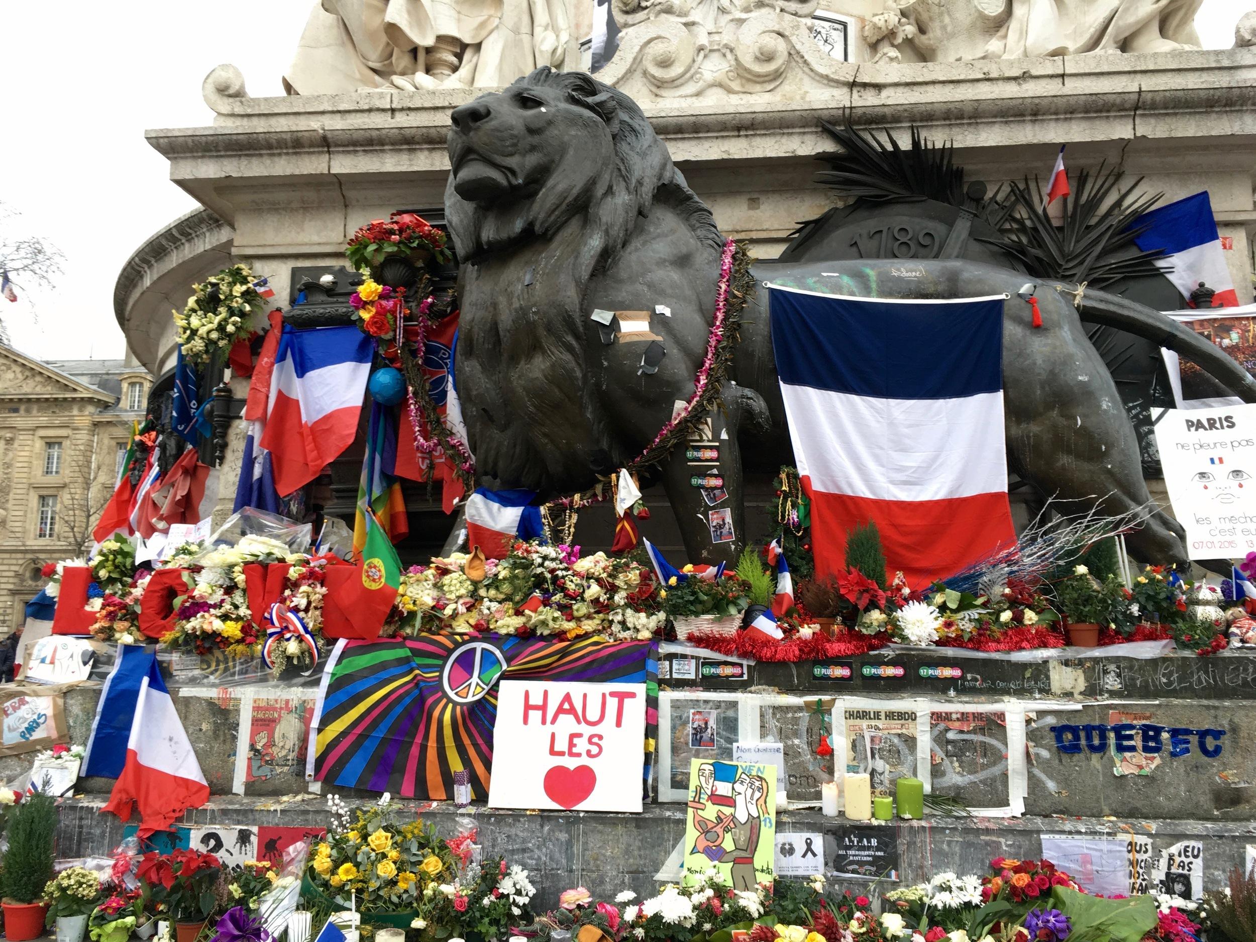 Homage # 2 for the victims of the Paris attacks at Place de la Republic