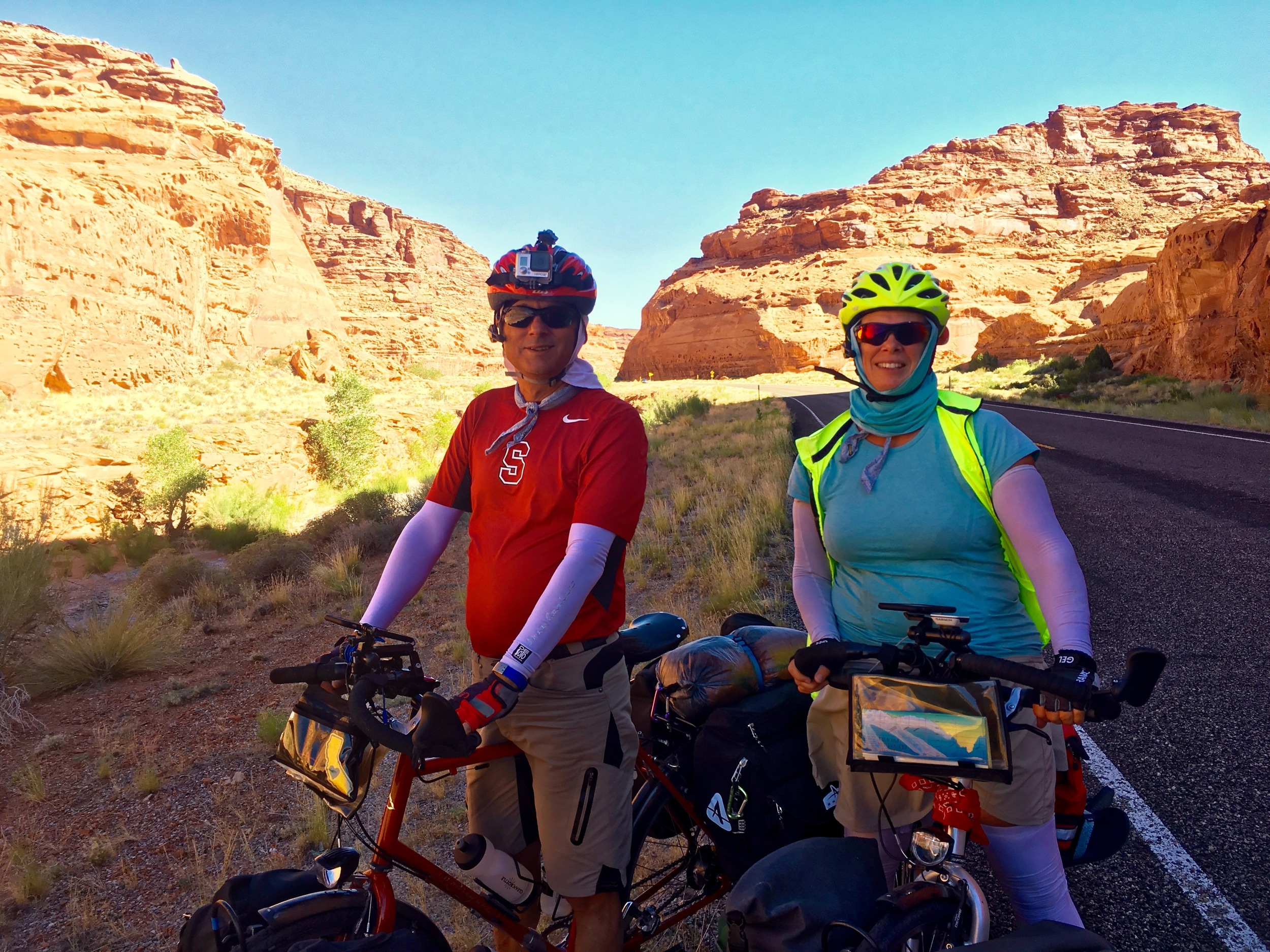 Tony and Joy on the way from Hanksville to Glen Canyon National Park.