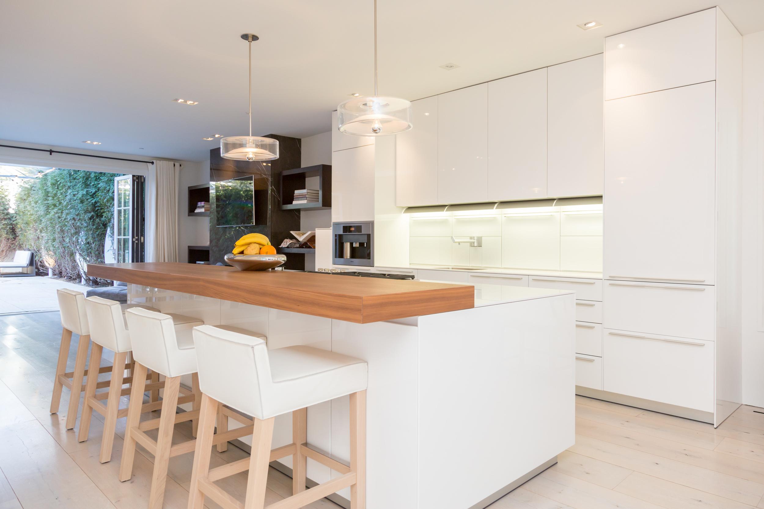 17 Kitchen 2.jpg