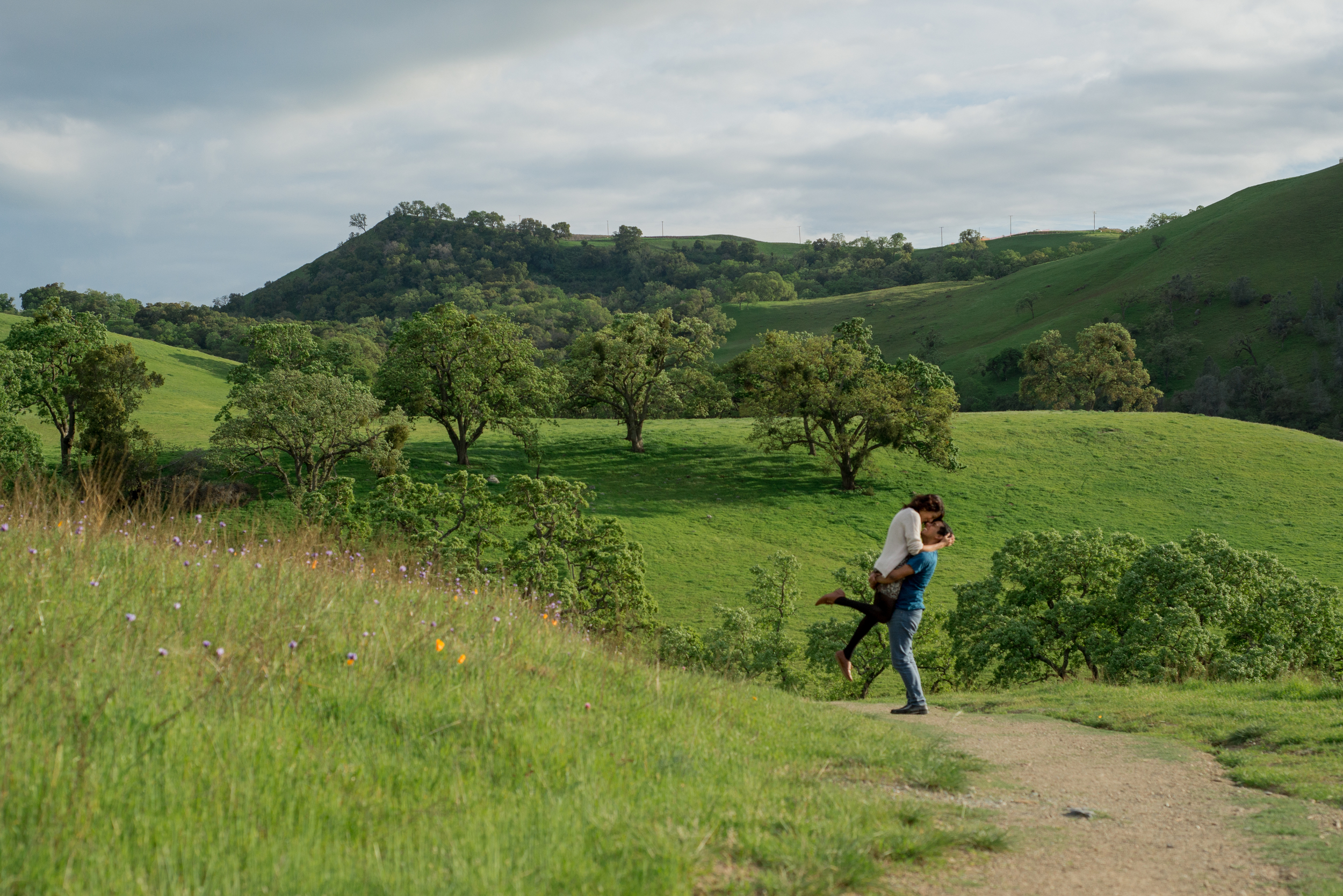 15-sunol-regional-wilderness-springtime-engagement-session.jpg