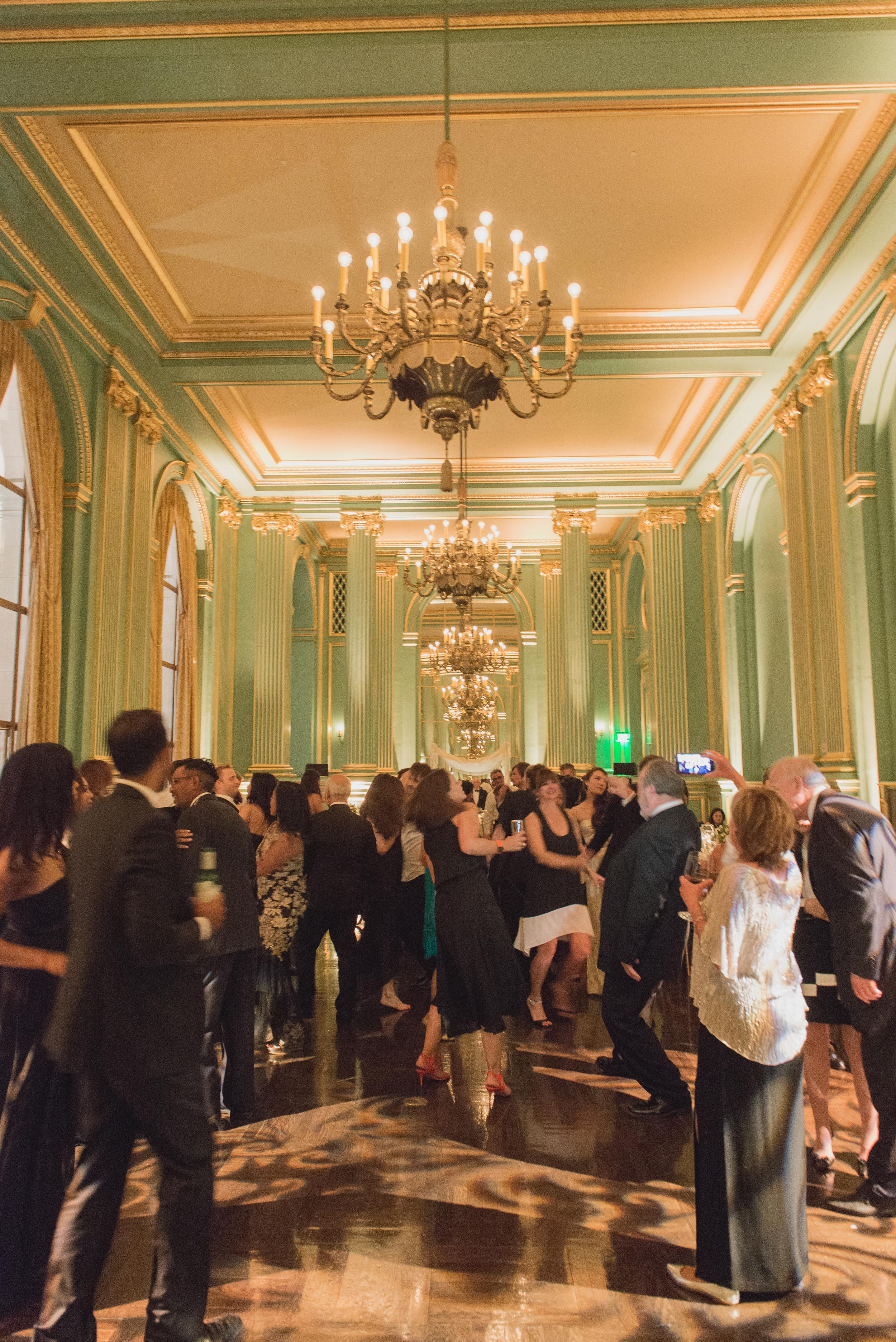67san-francisco-green-room-wedding-photographer-vivianchen.jpg