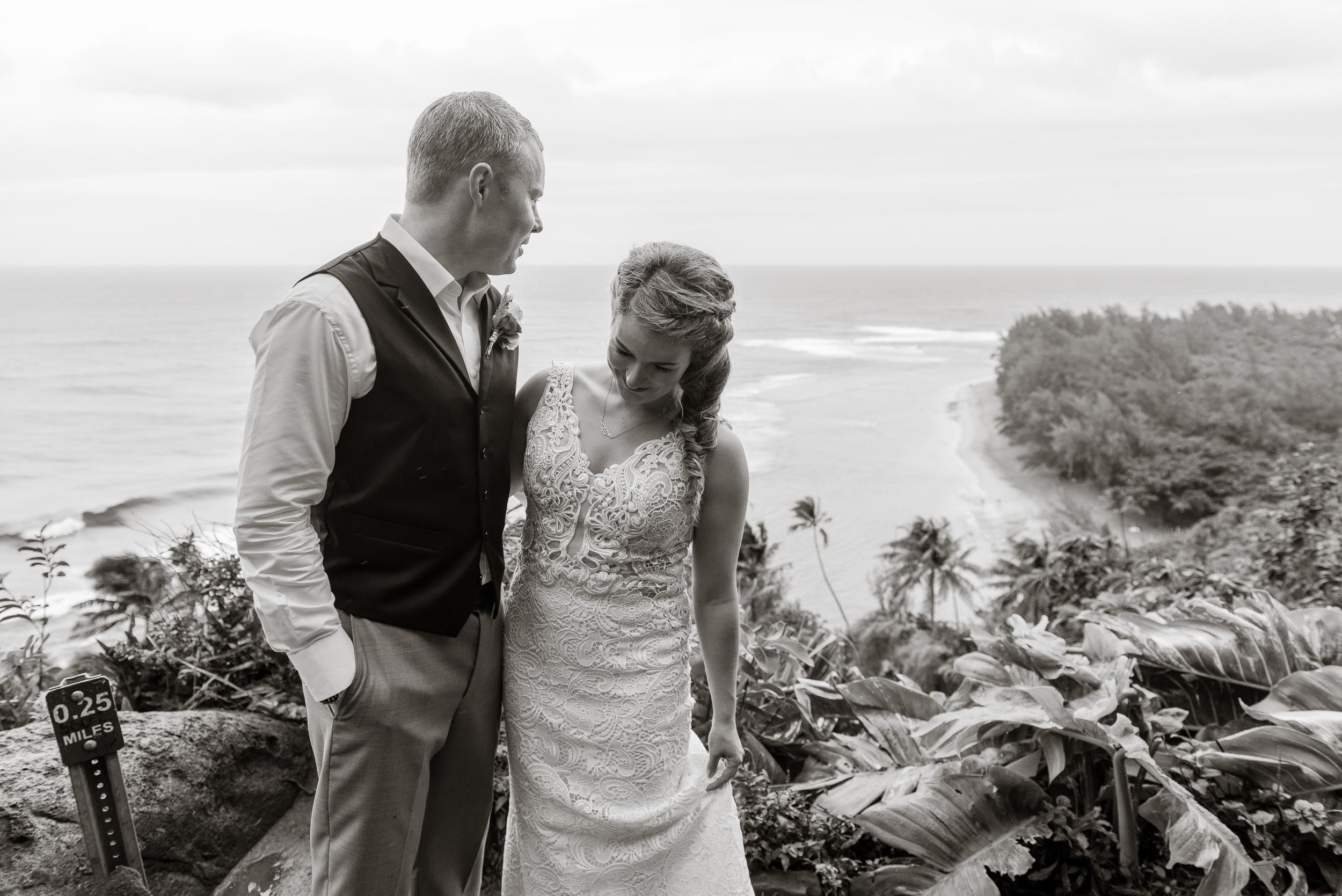 56-kauai-destination-wedding-photographer-vivianchen-0331.jpg