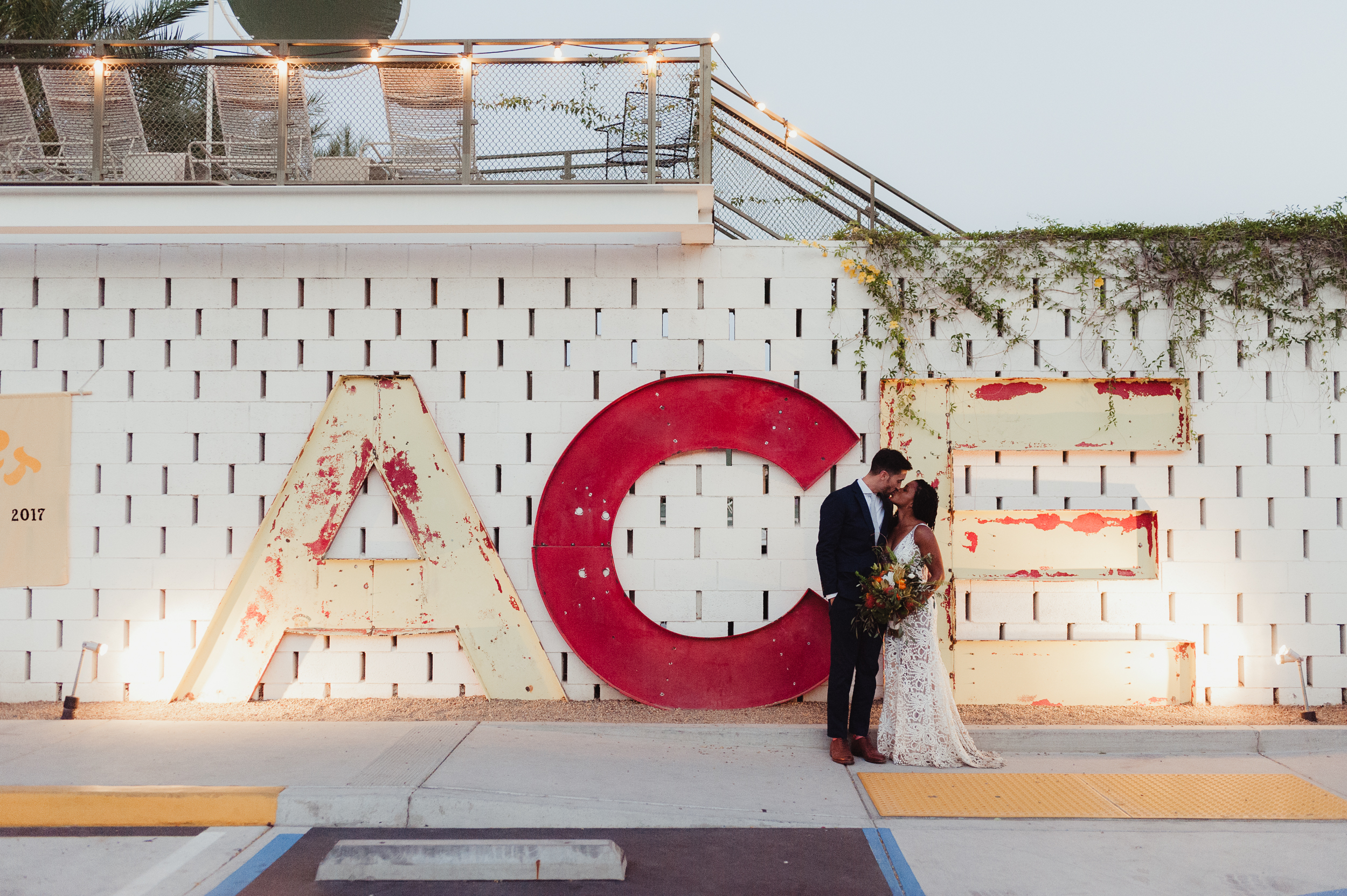 67-93-joshua-tree-ace-hotel-wedding-vivianchen-505.jpg