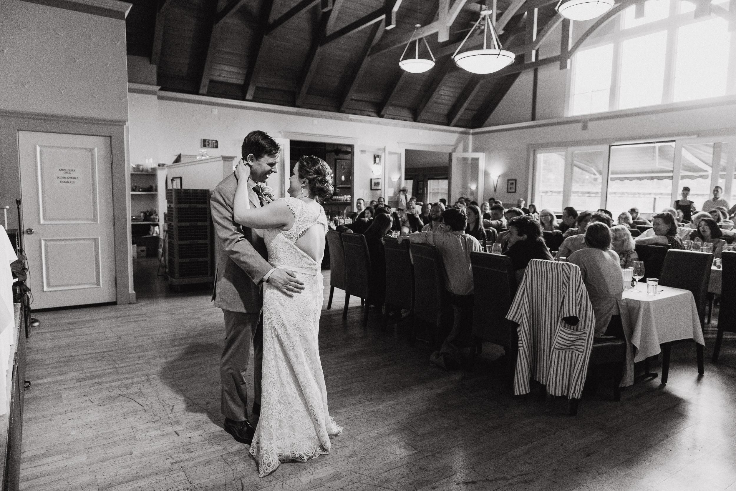 098-highland-dell-lodge-russian-river-wedding-vivianchen-600.jpg
