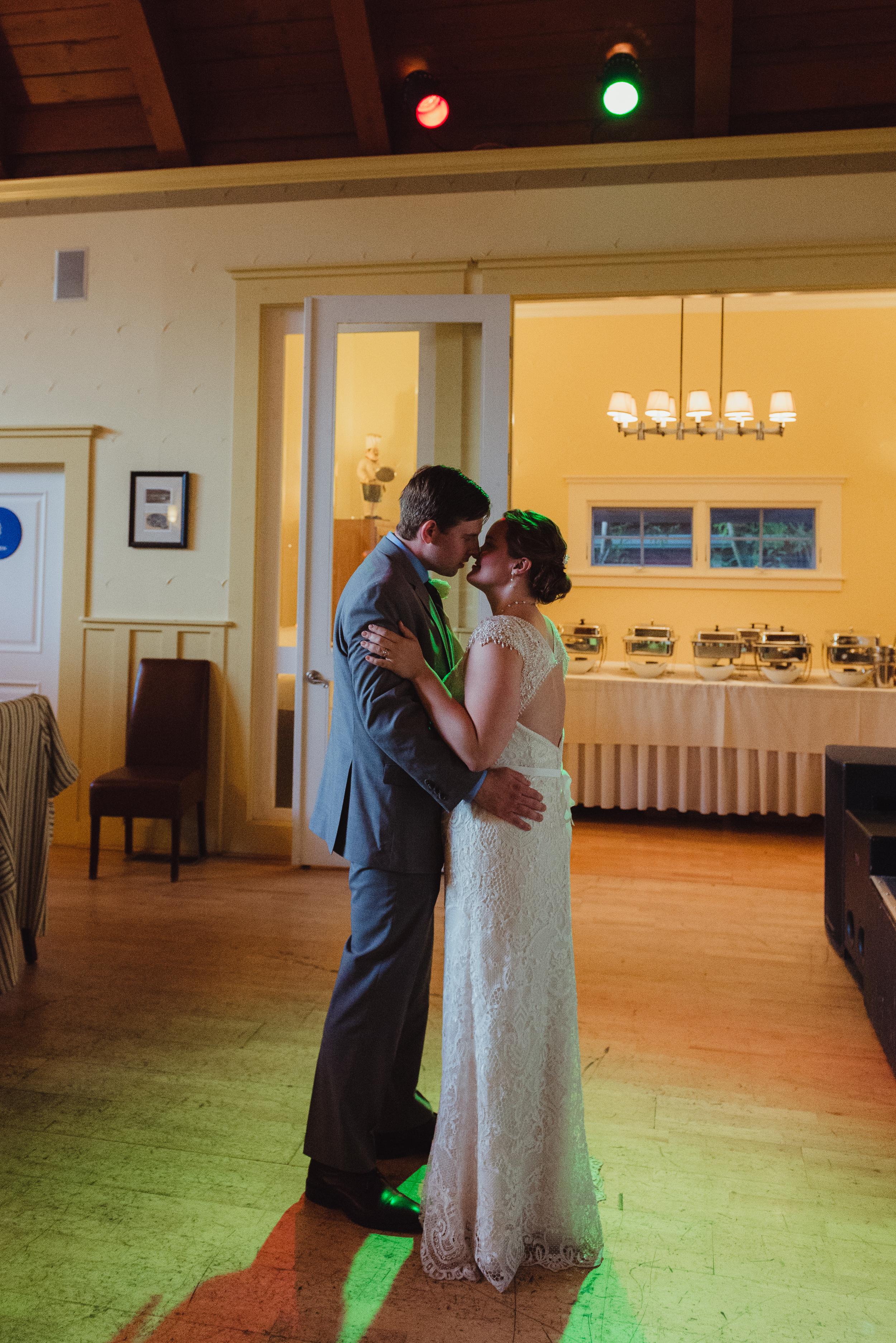 094-highland-dell-lodge-russian-river-wedding-vivianchen-598.jpg