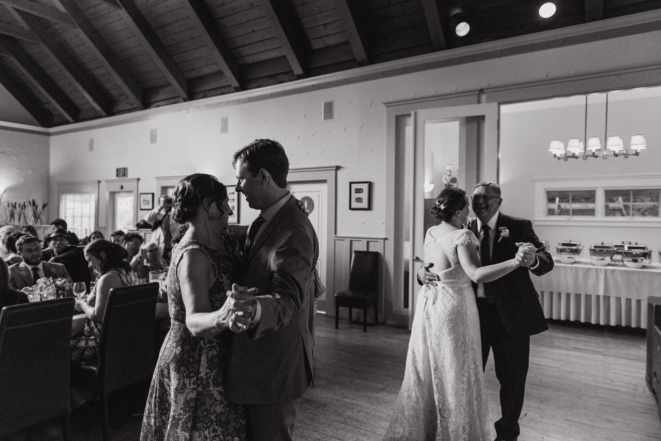 099-highland-dell-lodge-russian-river-wedding-vivianchen-604.jpg