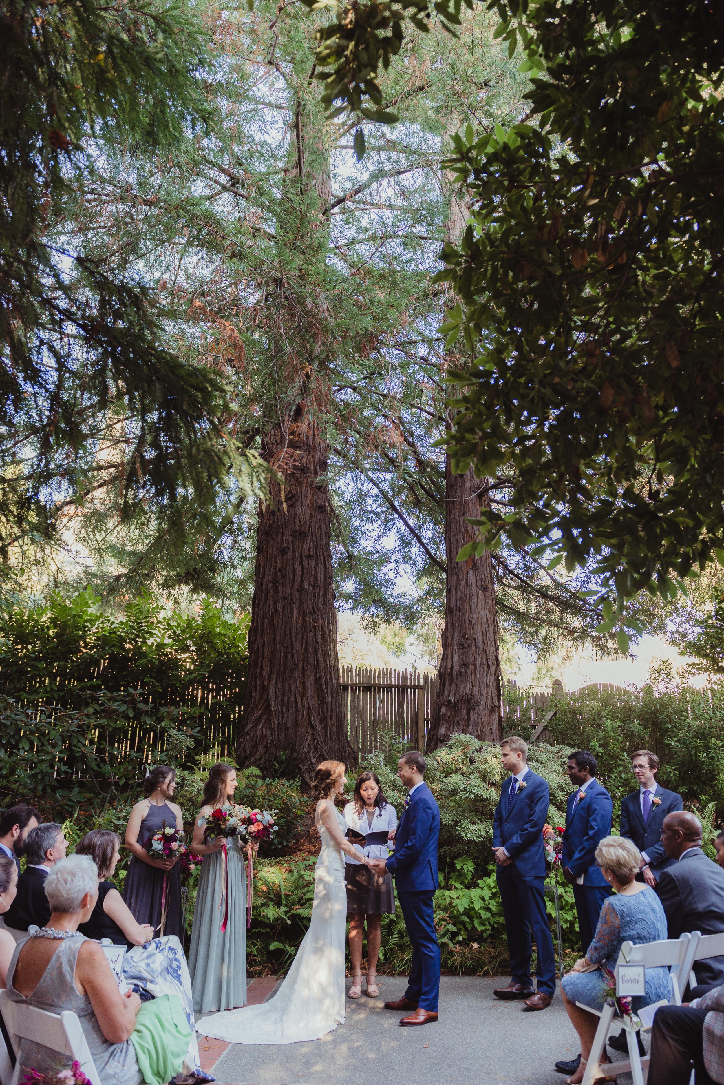 28-outdoor-art-club-wedding-vivianchen-200.jpg