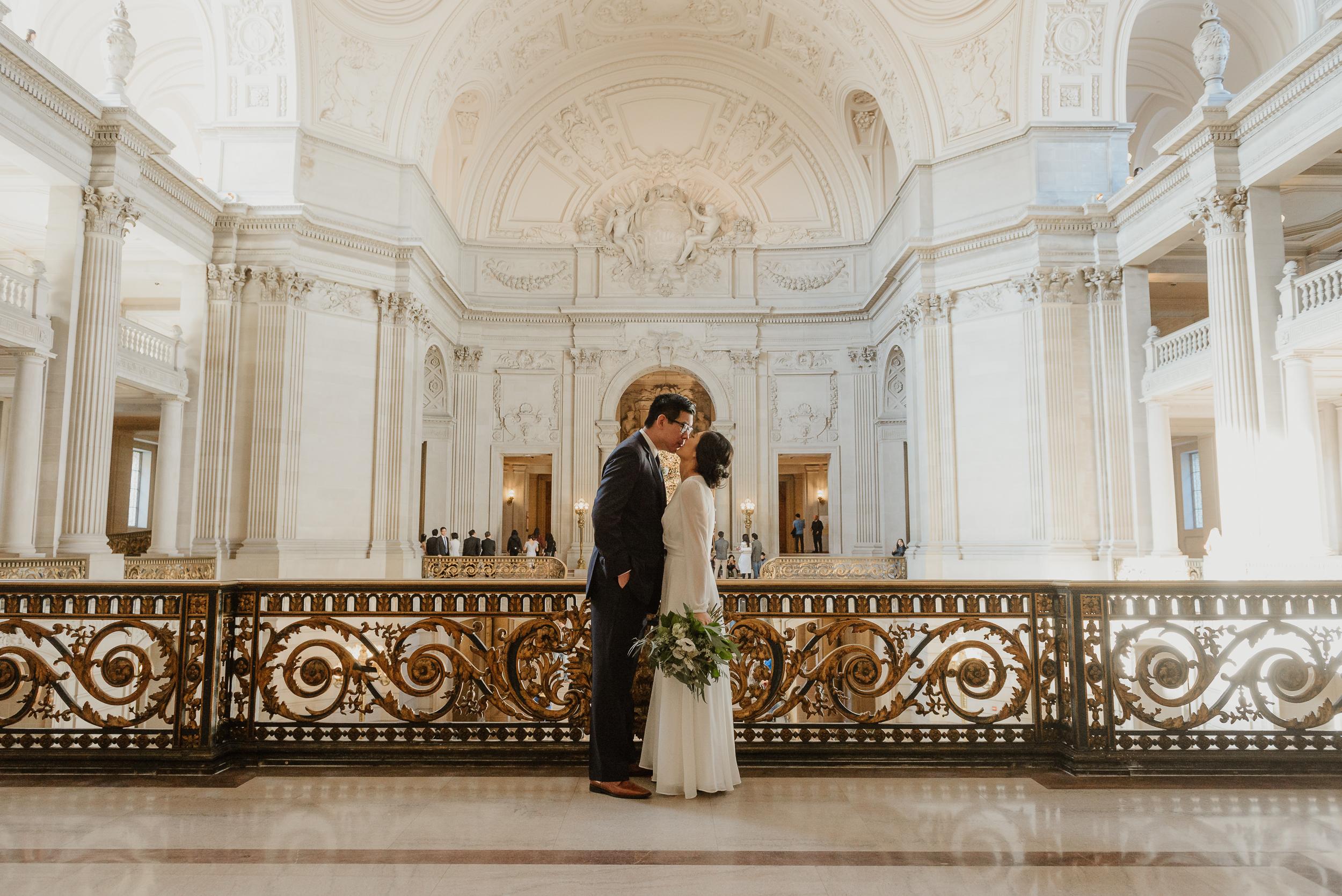 27-winter-san-francisco-city-hall-elopement-vivianchen-240.jpg