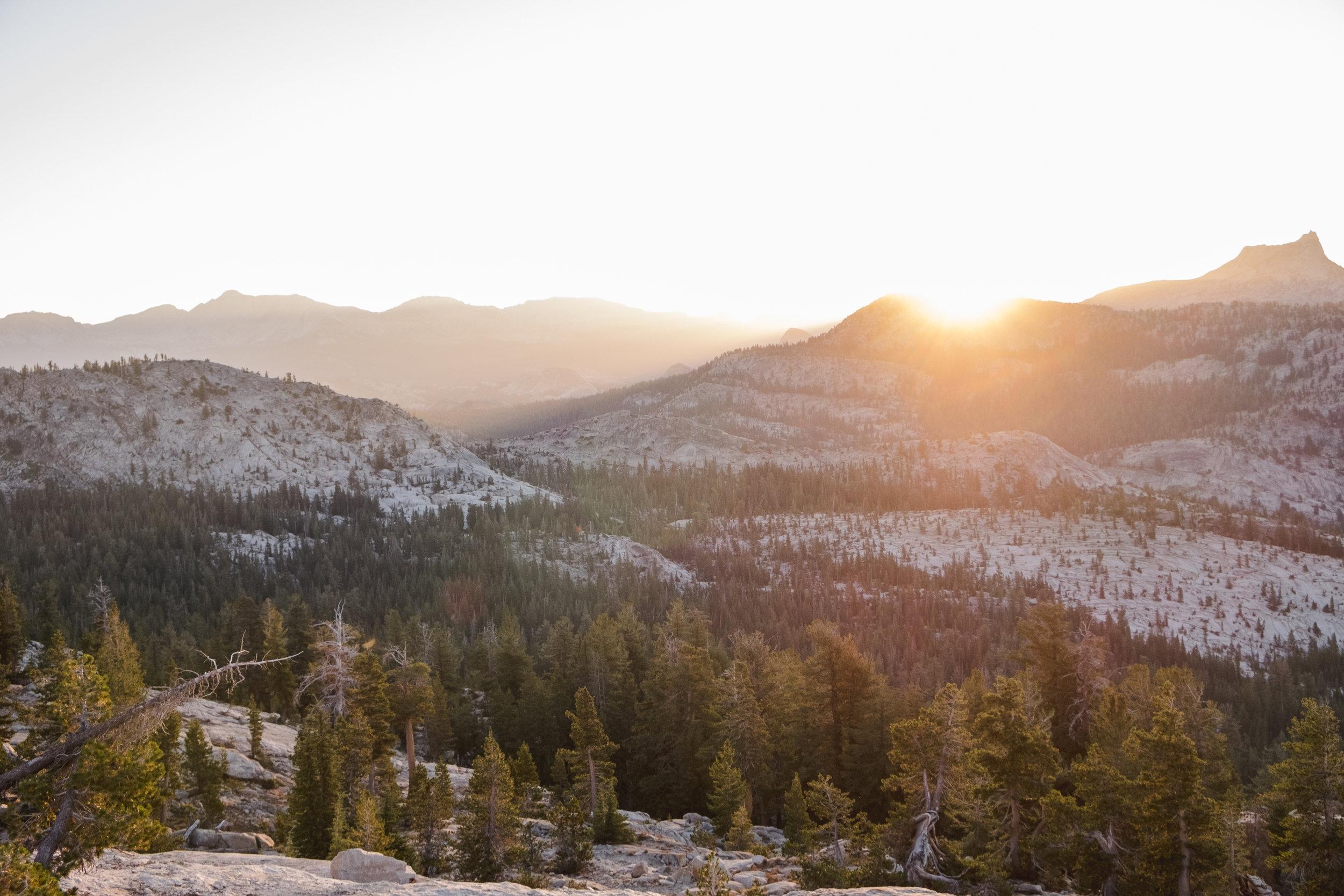 may-lake-high-sierras-yosemite-sunrise-vivianchen2.jpg