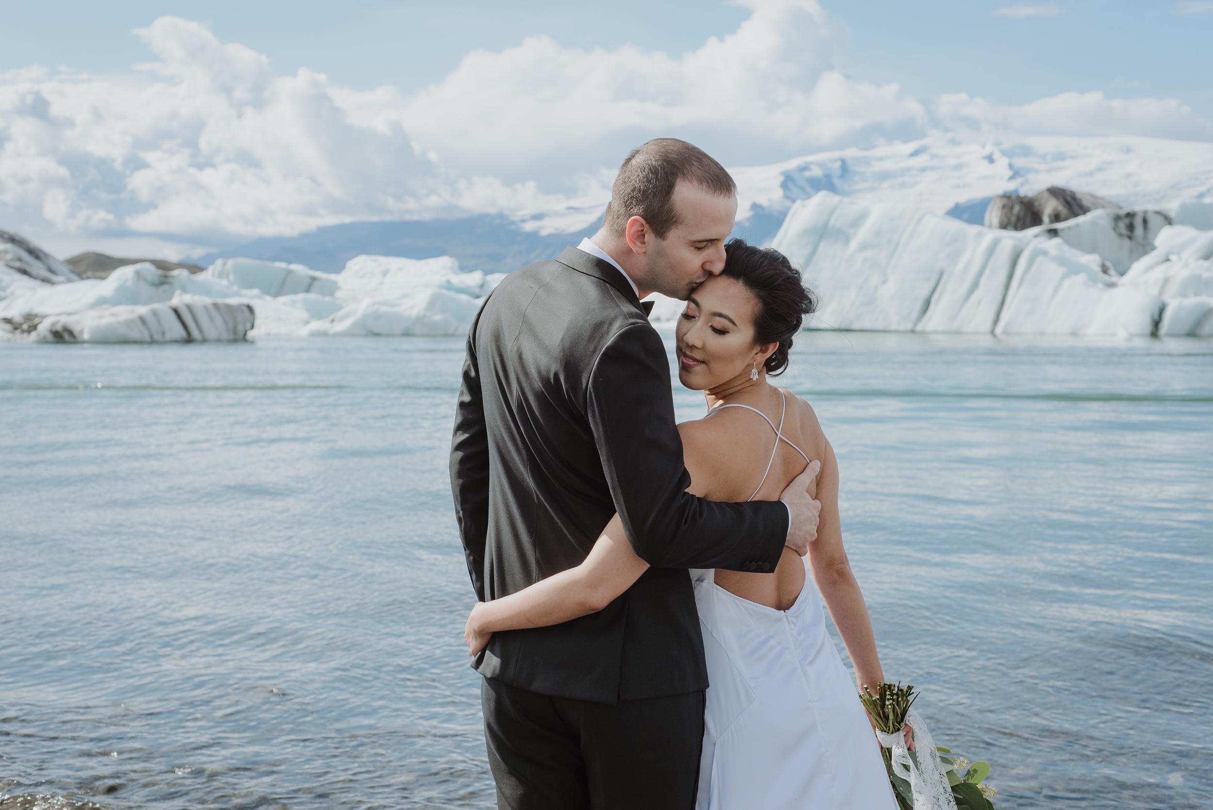 destination-wedding-iceland-engagement-session-vivianchen-080.jpg