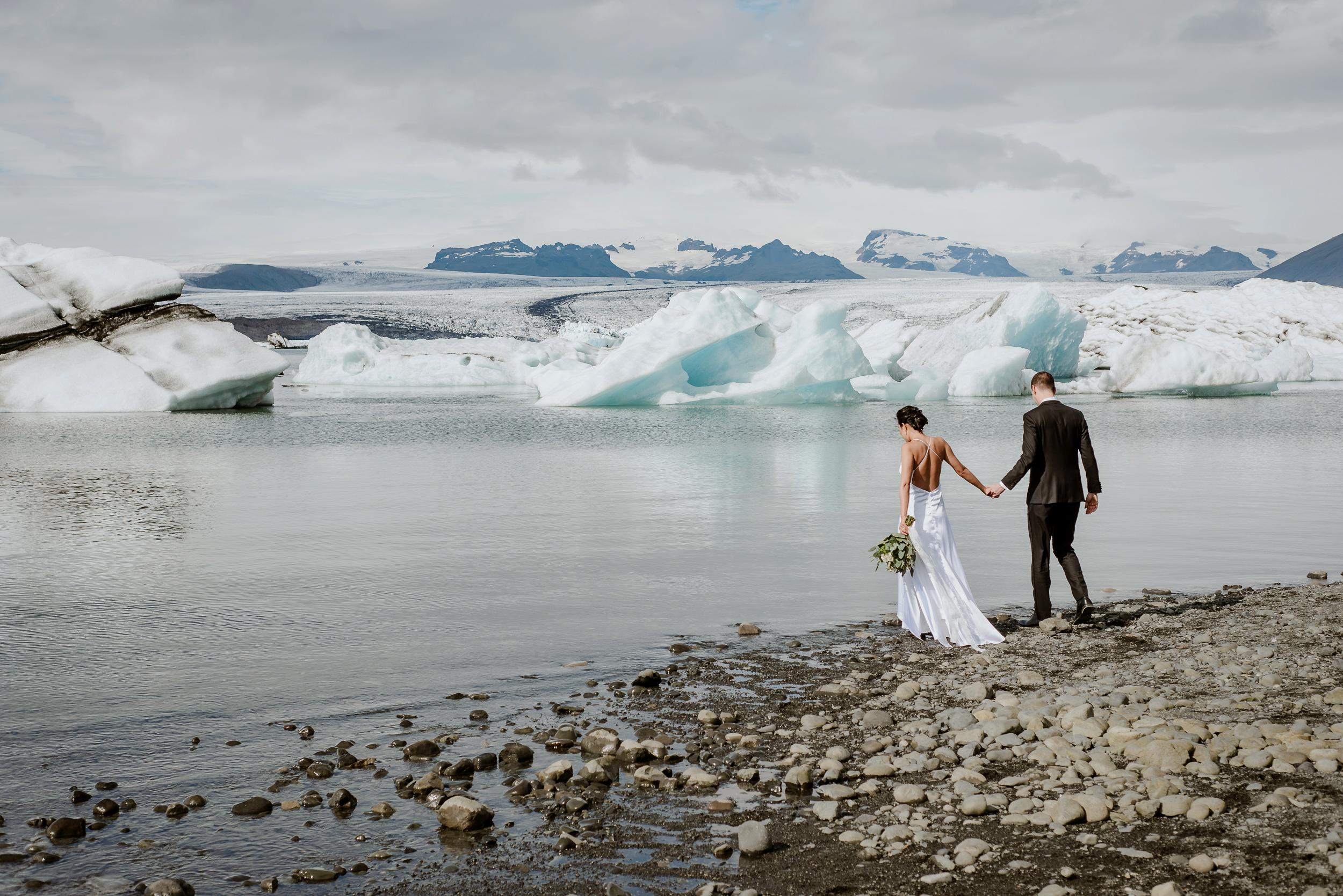 destination-wedding-iceland-engagement-session-vivianchen-063.jpg