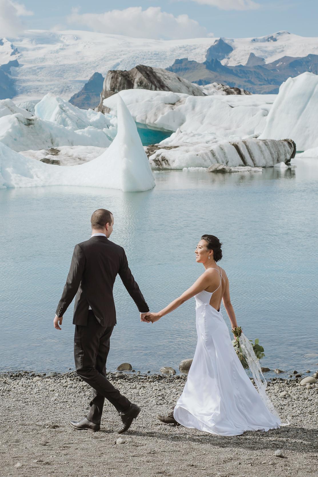 destination-wedding-iceland-engagement-session-vivianchen-053b.jpg