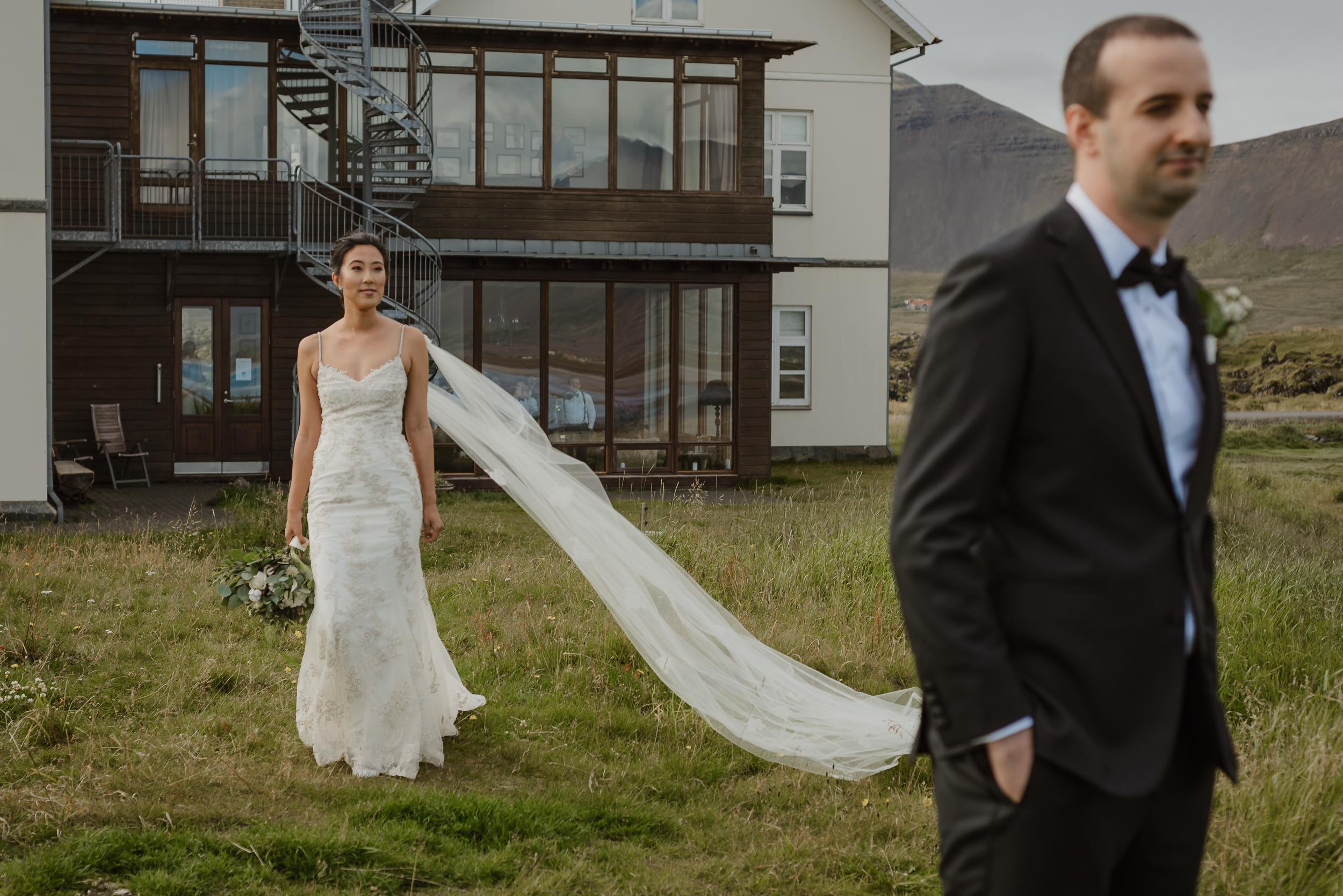 042-hotel-budir-iceland-destination-wedding-vivianchen-294.jpg