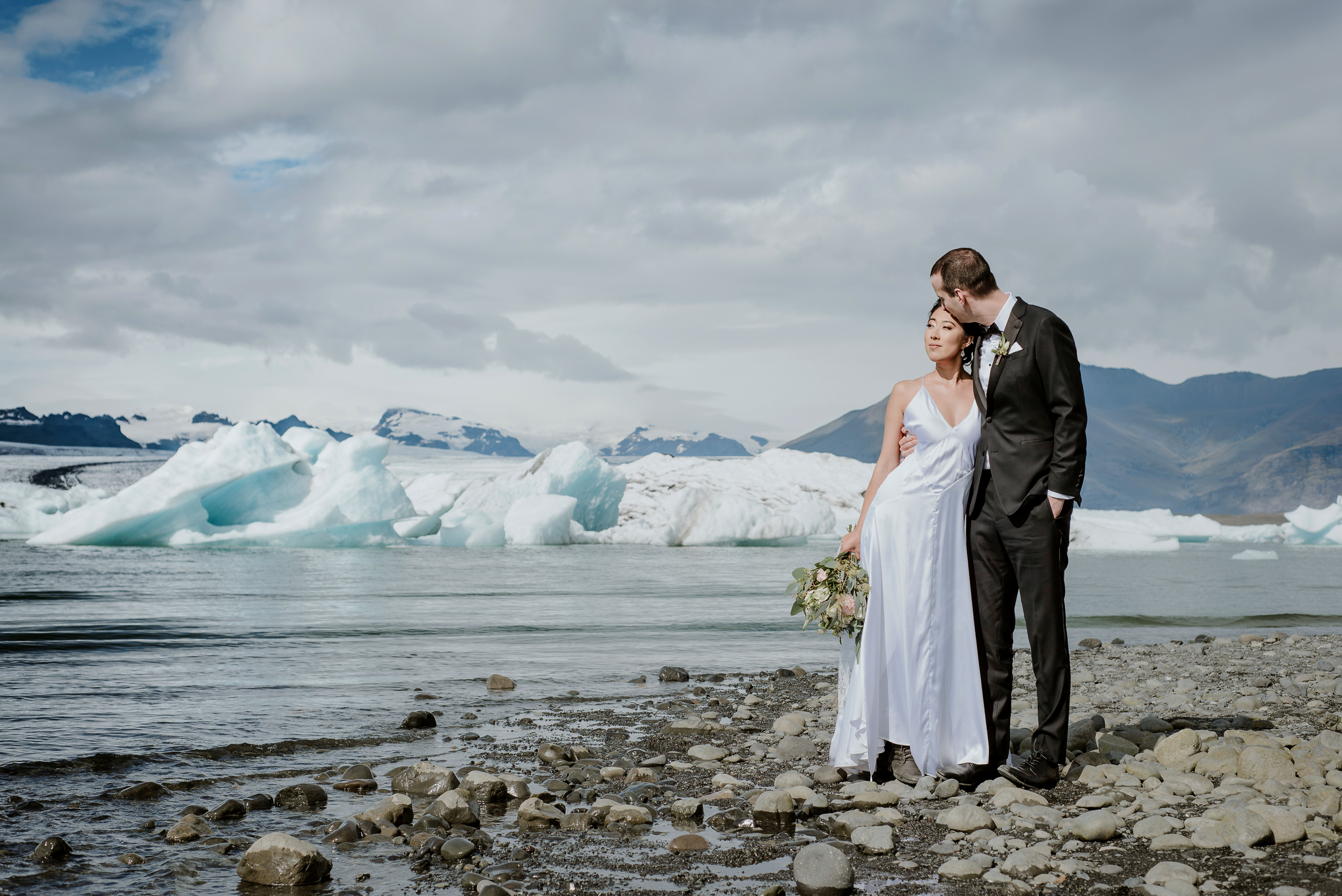 01-destination-wedding-iceland-engagement-session-vivianchen-070.jpg
