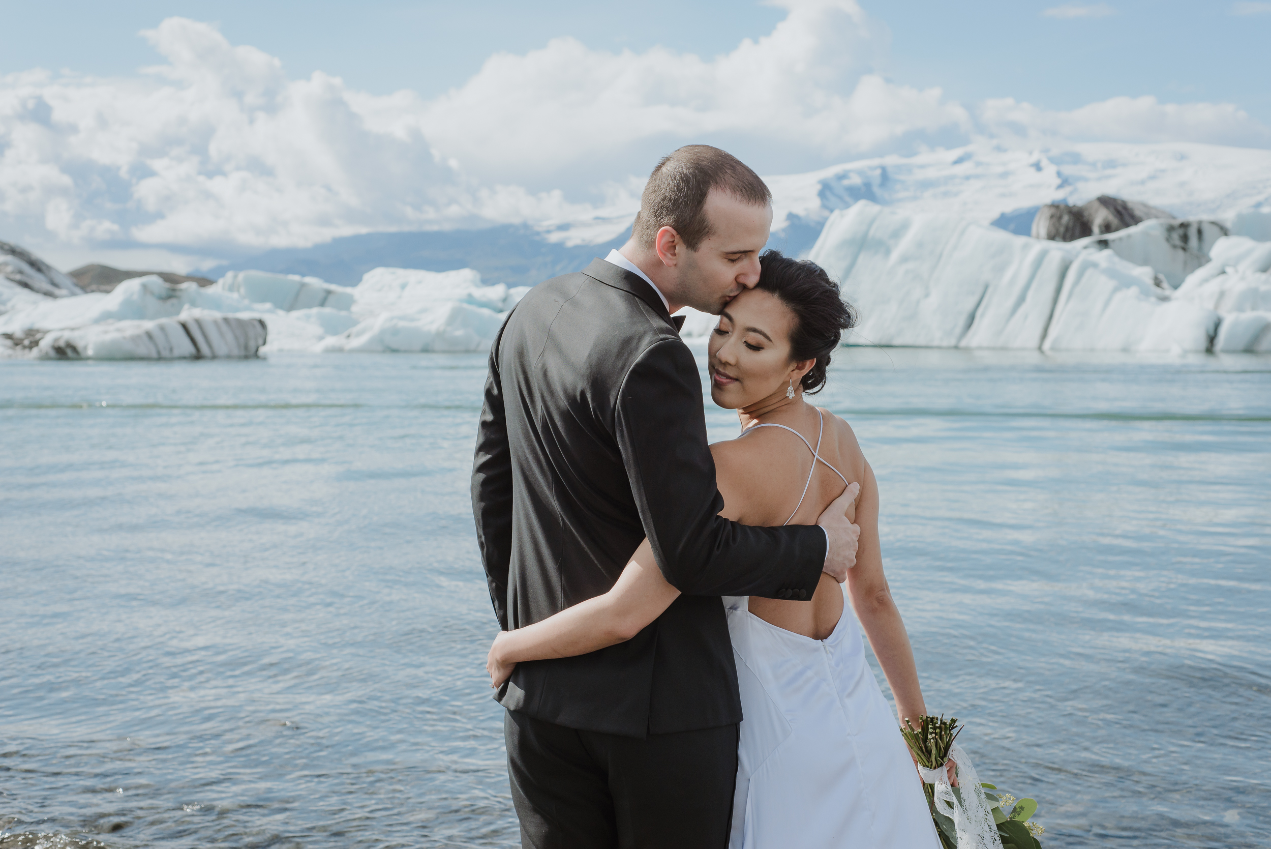 04-destination-wedding-iceland-engagement-session-vivianchen-080.jpg