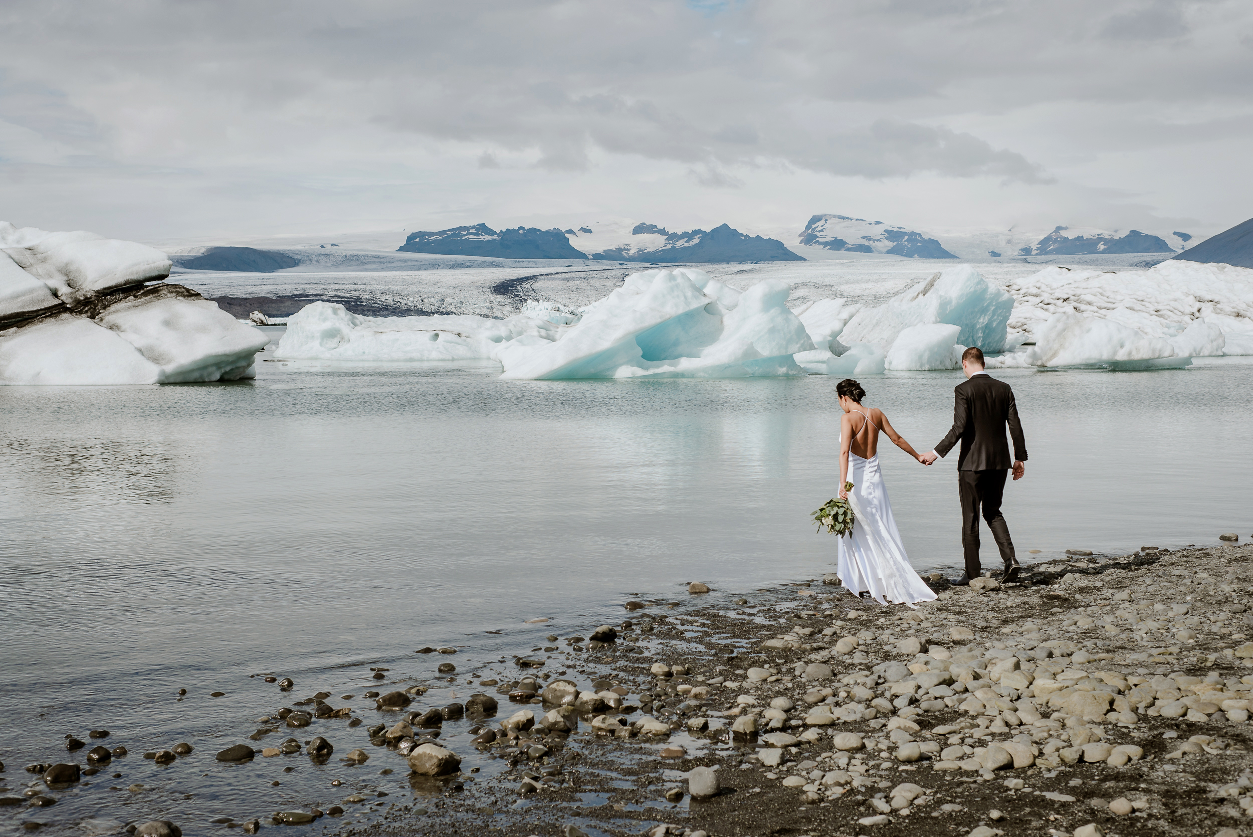 06-destination-wedding-iceland-engagement-session-vivianchen-063.jpg