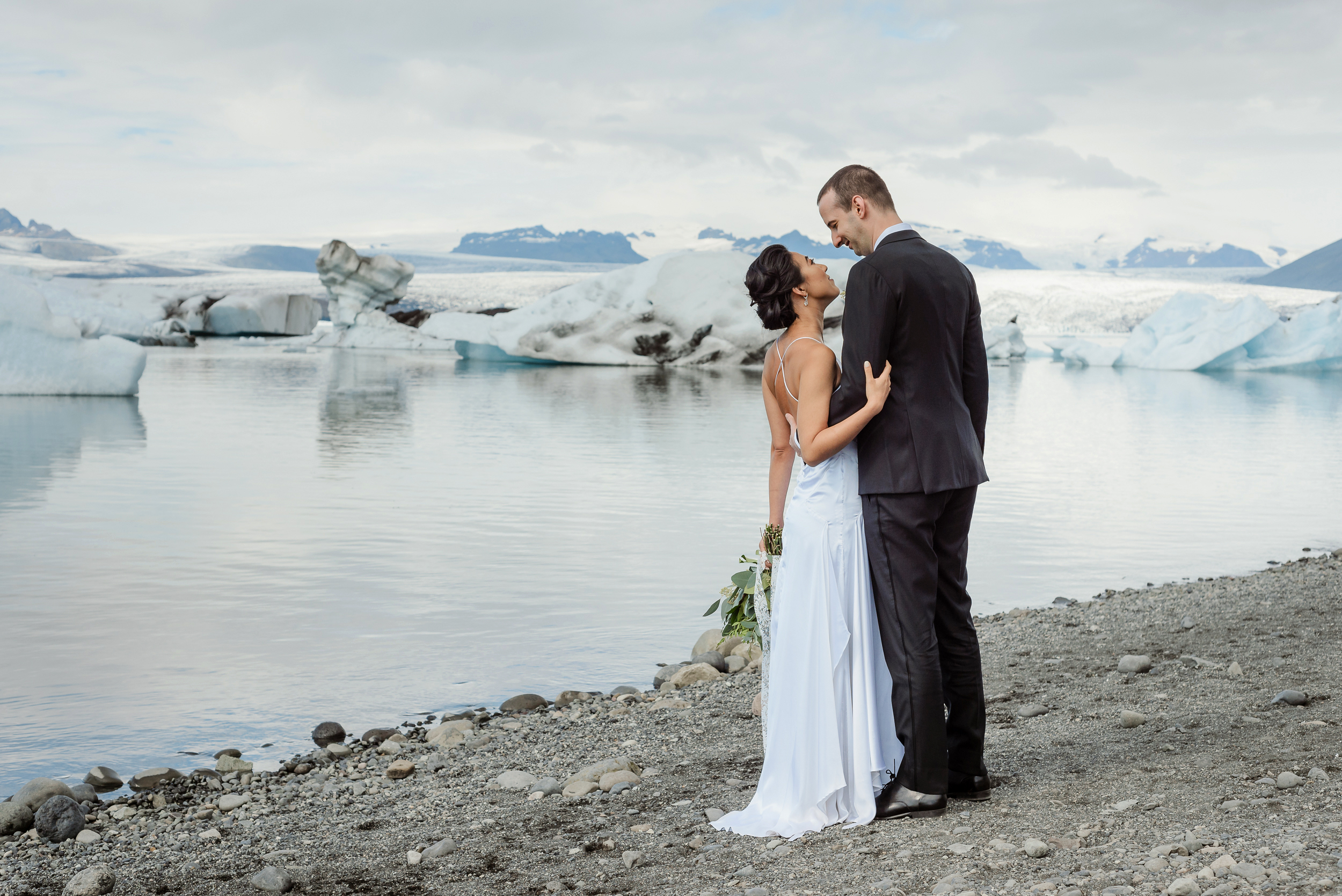 07-destination-wedding-iceland-engagement-session-vivianchen-028.jpg