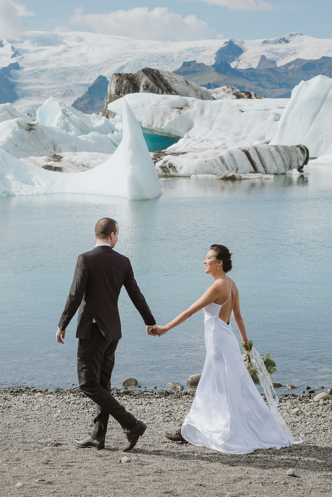 08-destination-wedding-iceland-engagement-session-vivianchen-053b.jpg