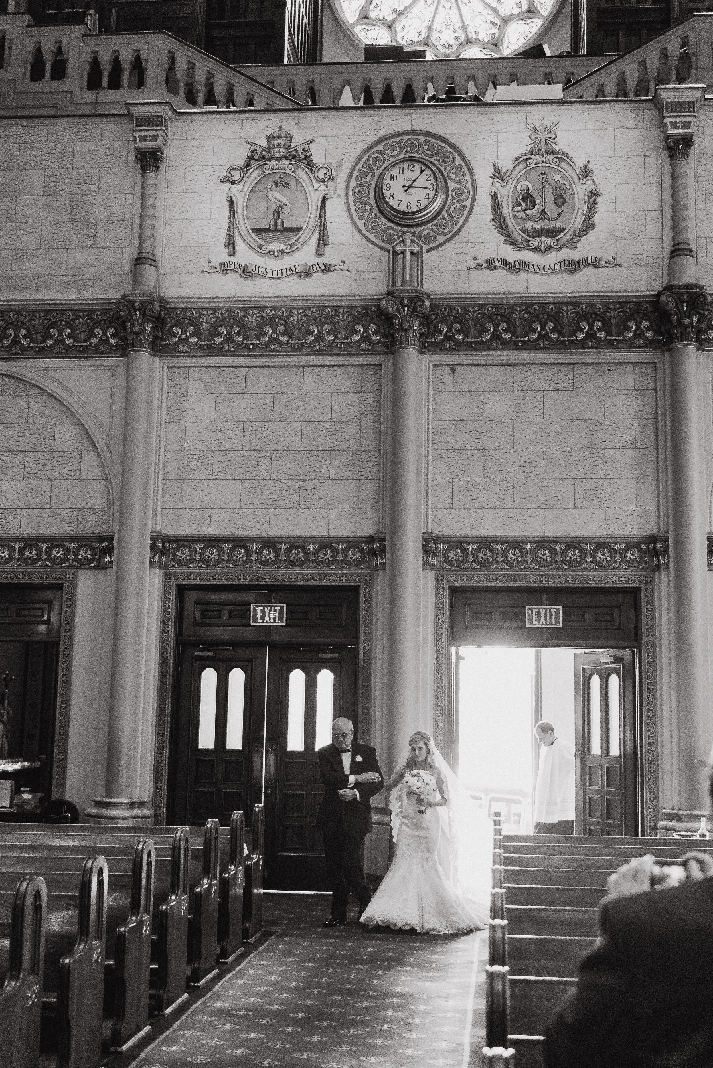 14-traditional-san-francisco-presidio-golden-gate-club-wedding-vivianchen-230.jpg