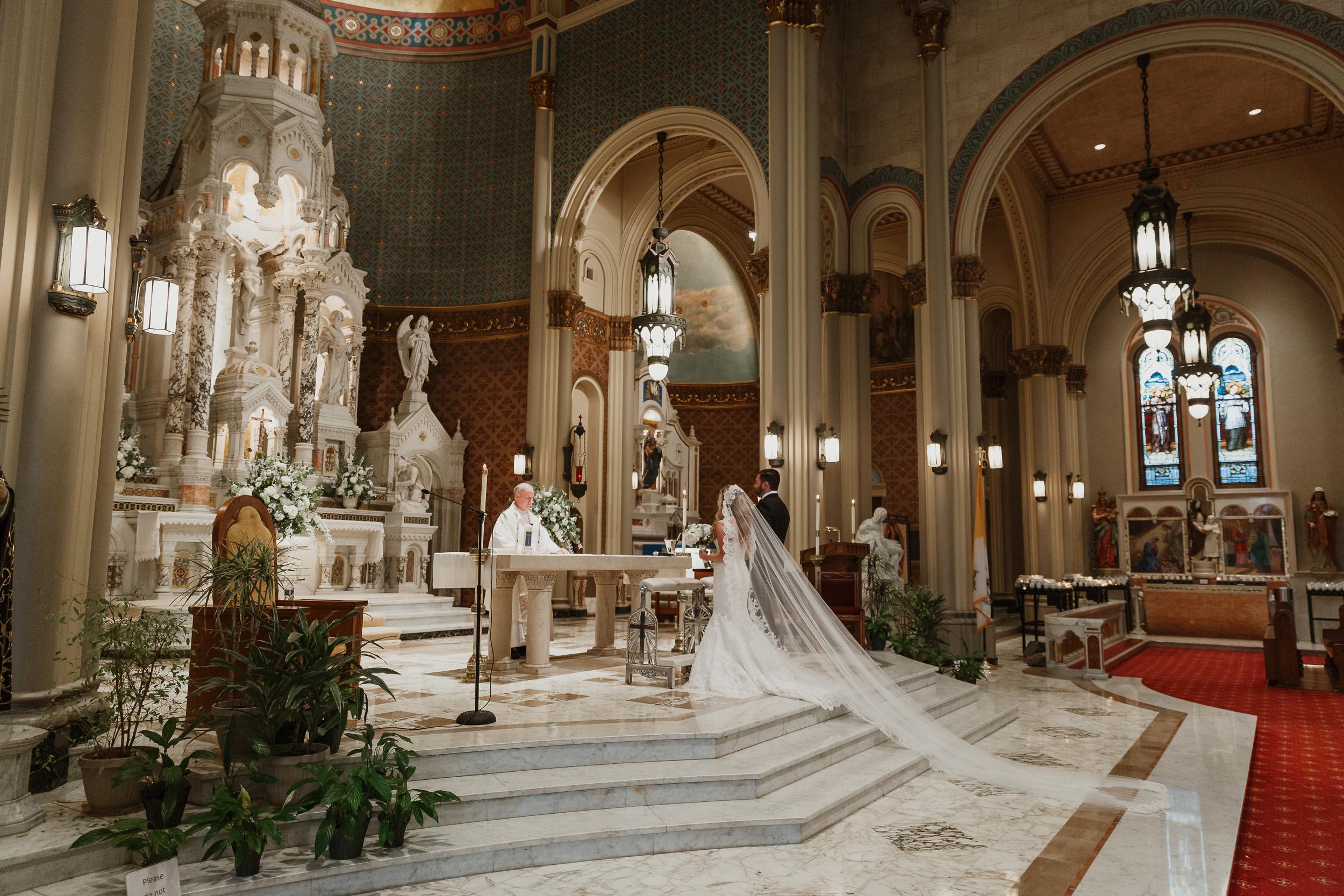 17-traditional-san-francisco-presidio-golden-gate-club-wedding-vivianchen-245.jpg