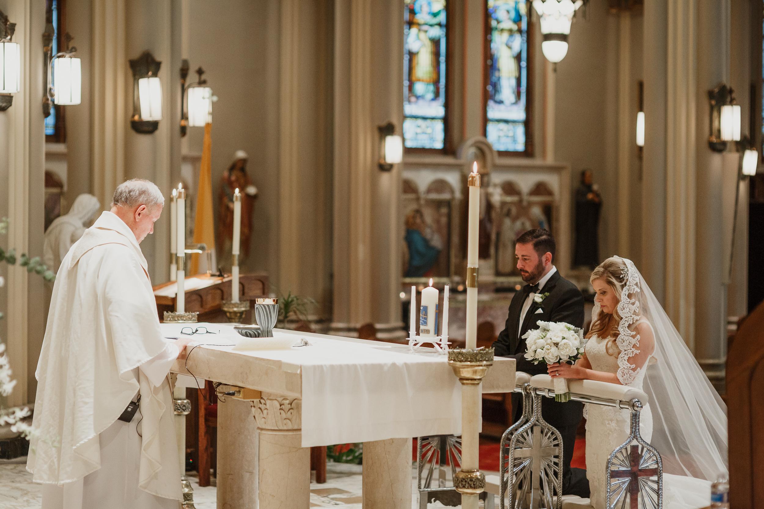 22-traditional-san-francisco-presidio-golden-gate-club-wedding-vivianchen-308.jpg