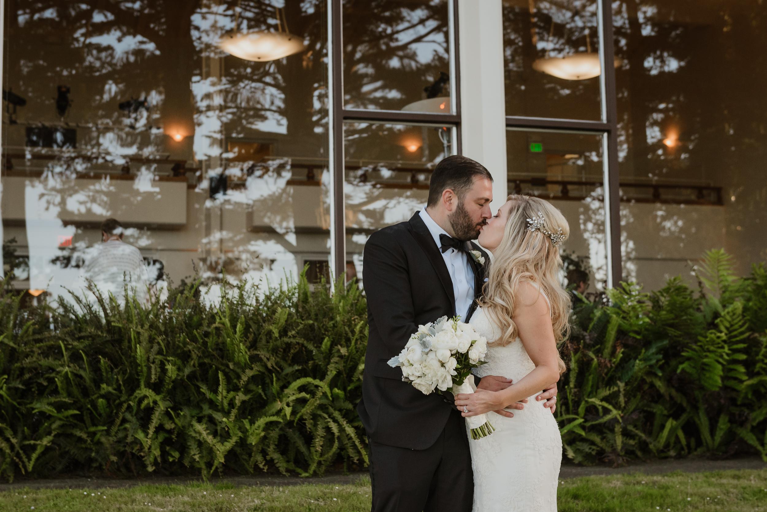 57-traditional-san-francisco-presidio-golden-gate-club-wedding-vivianchen-448.jpg