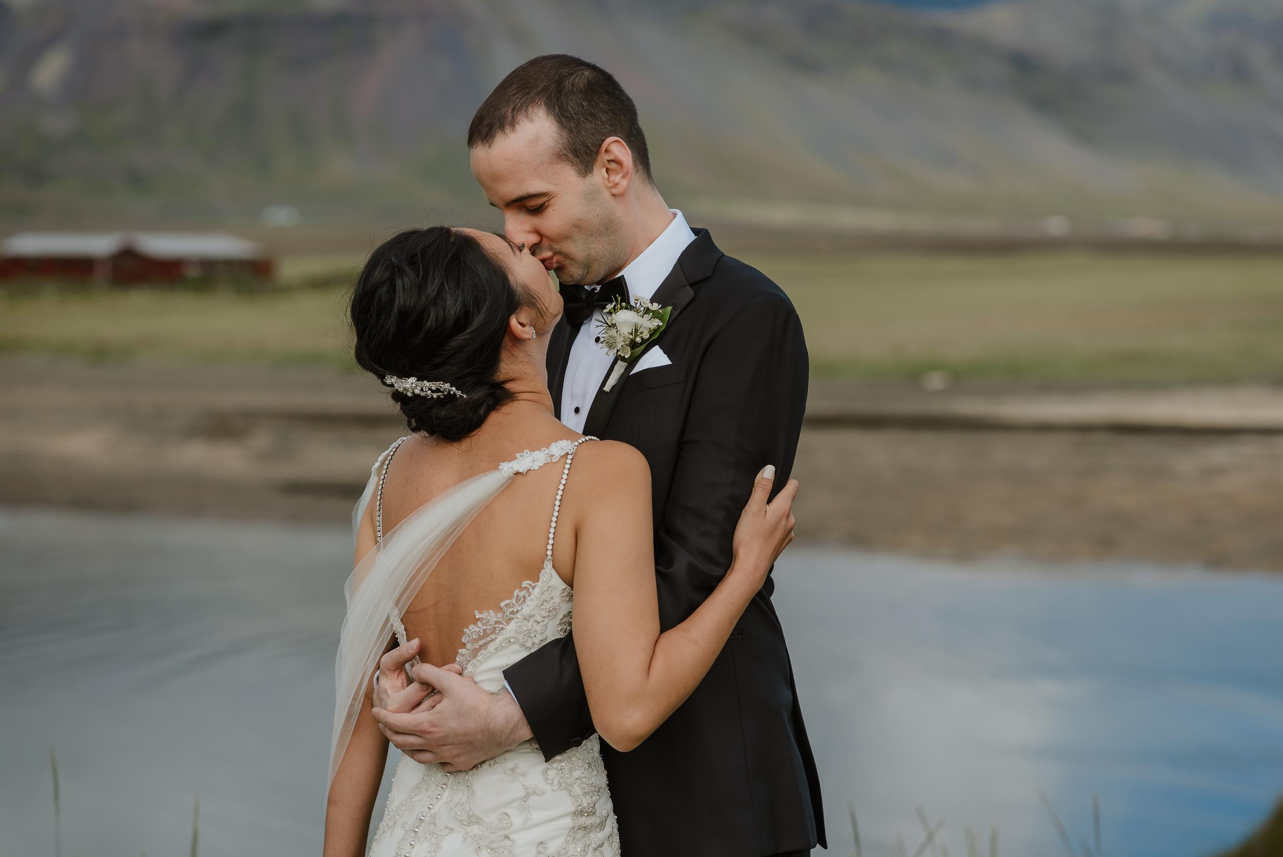 044-hotel-budir-iceland-destination-wedding-vivianchen-301.jpg