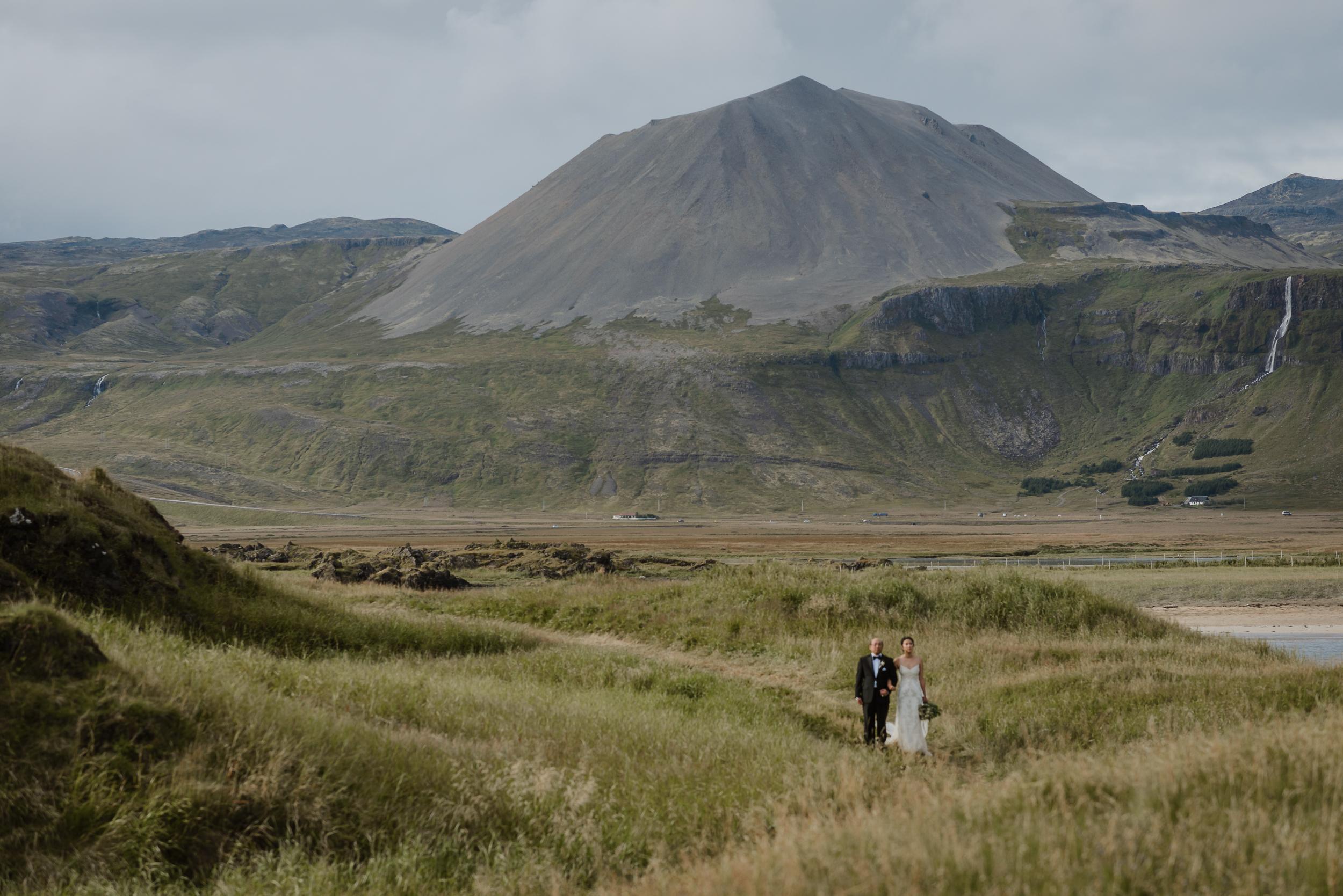062-hotel-budir-iceland-destination-wedding-vivianchen-542.jpg