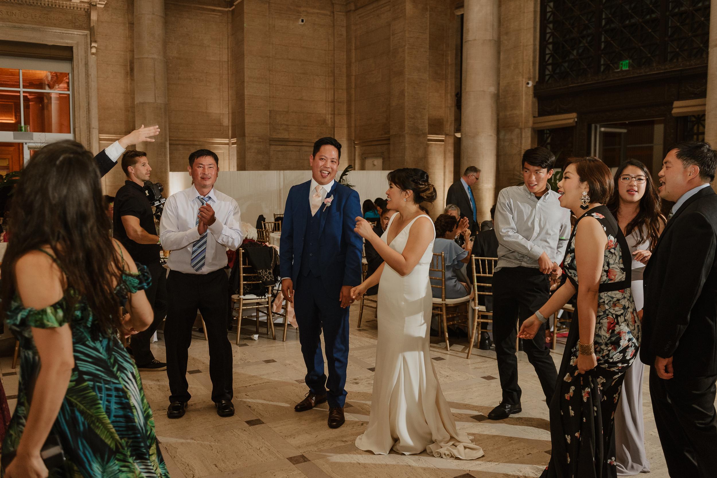 88-san-francisco-asian-art-museum-wedding-vivianchen-695.jpg