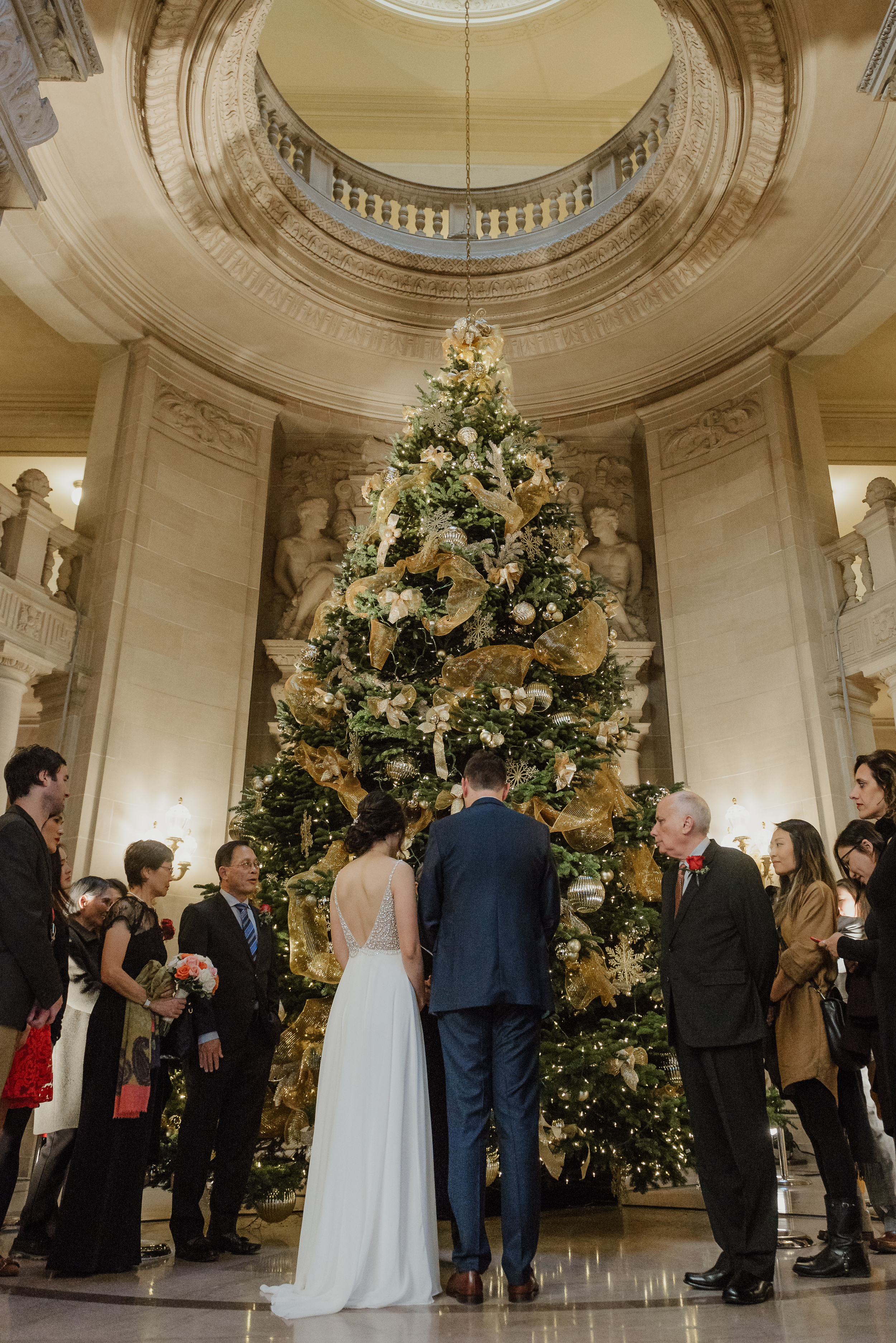 12-christmas-san-francisco-city-hall-elopement-vivianchen-097.jpg