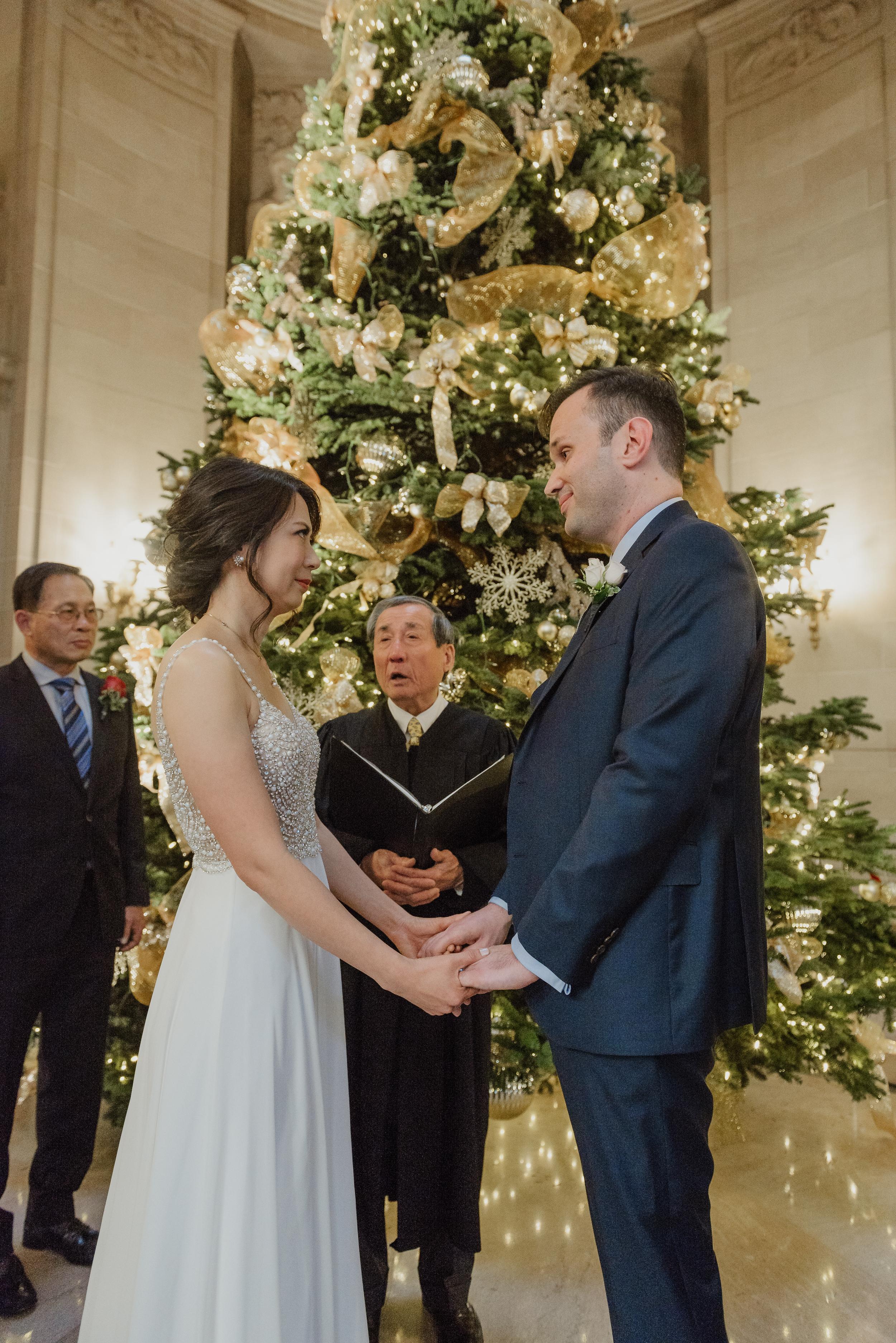18-christmas-san-francisco-city-hall-elopement-vivianchen-120.jpg