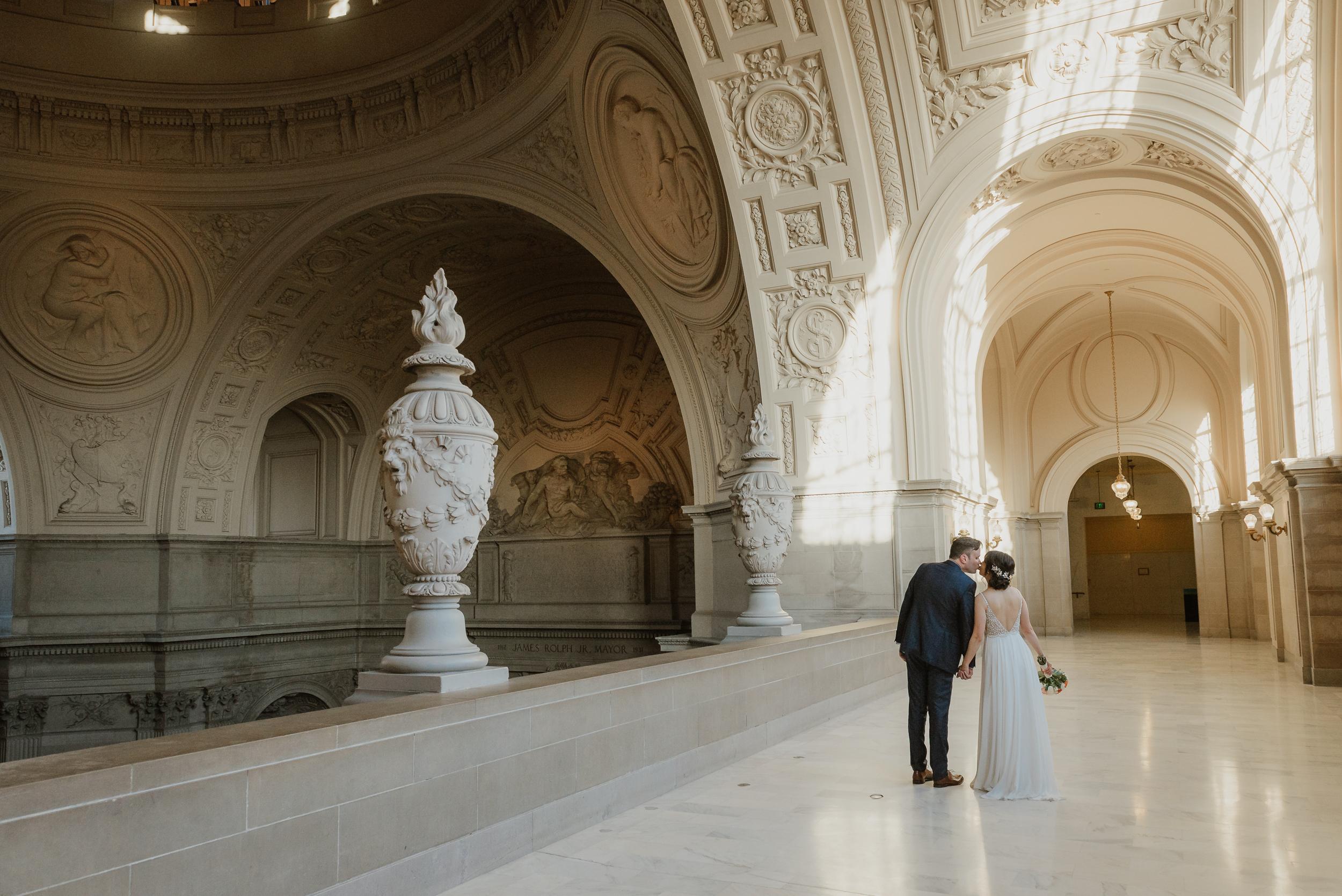 24-christmas-san-francisco-city-hall-elopement-vivianchen-171.jpg