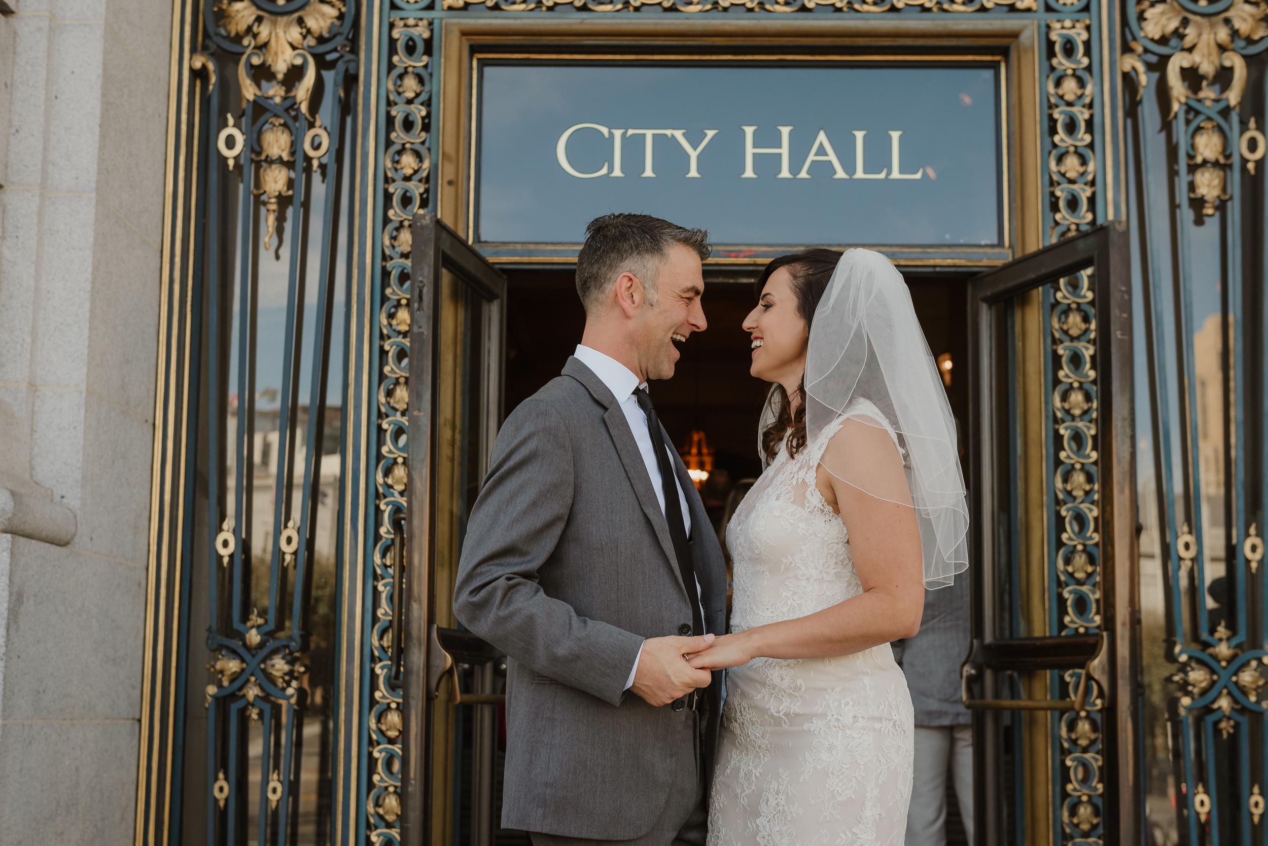 42-simple-san-francisco-city-hall-elopement-vivianchen-254.jpg