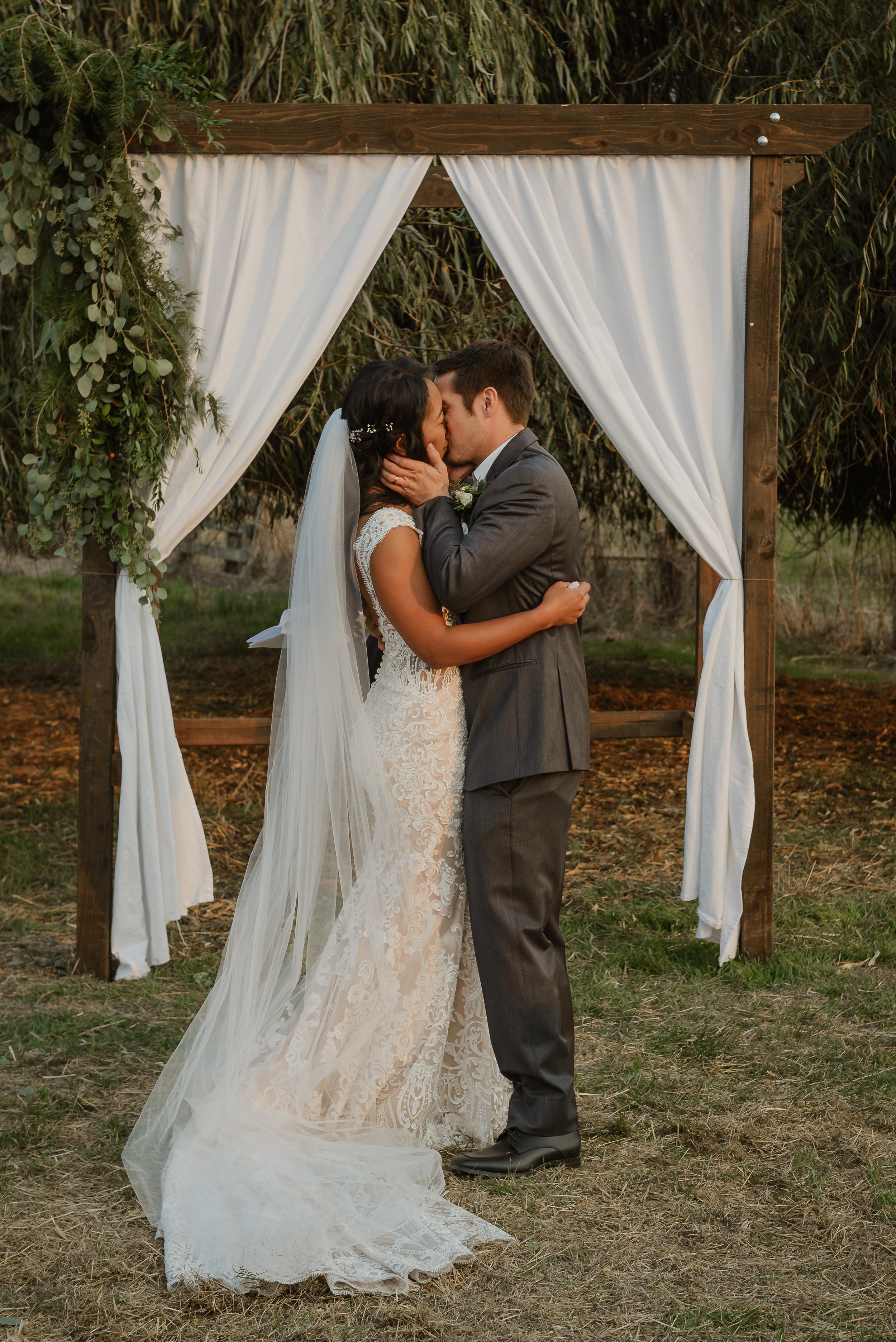 052marin-petaluma-backyard-wedding-vivianchen-338.jpg