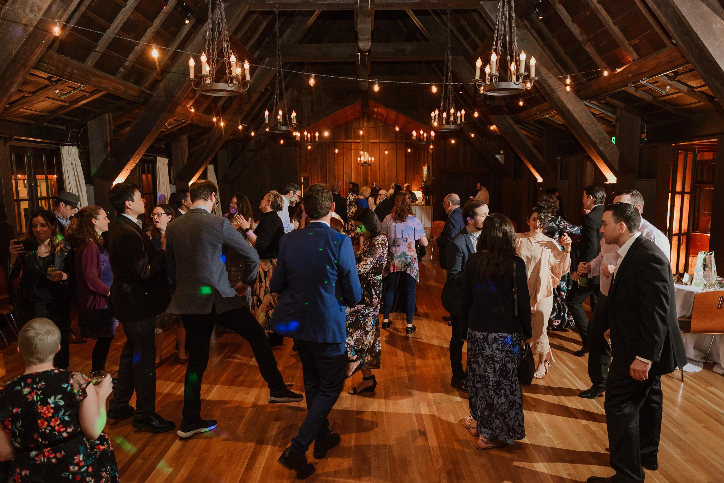 088winter-mill-valley-wedding-outdoor-art-club-wedding-vivianchen-499.jpg