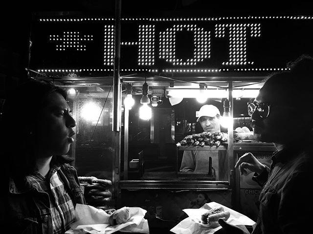 Una noche en NY es poco, pero hay que aprovecharla. Y no podían faltar los hot dogs a la 1 am saliendo de escuchar algo de música!