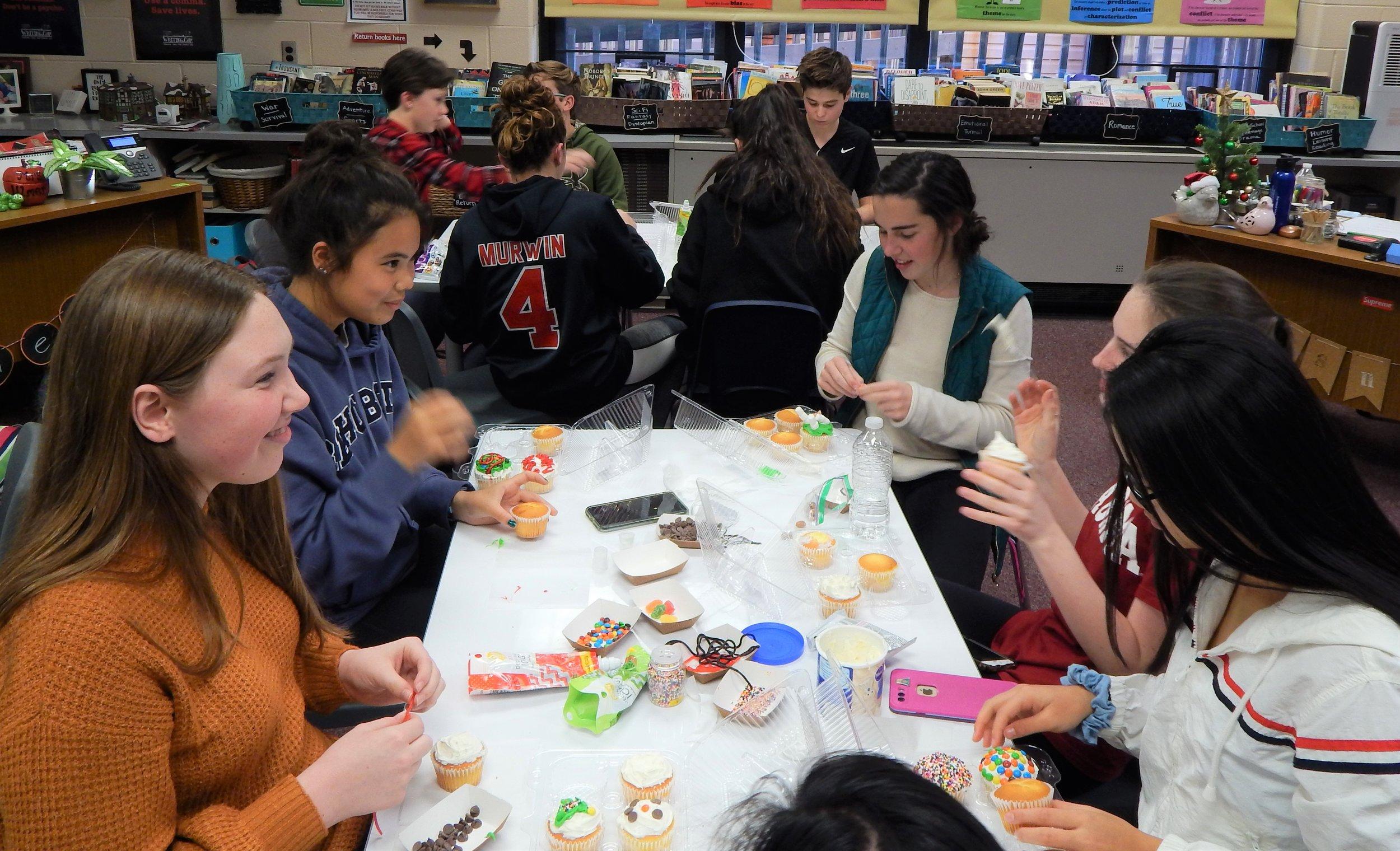 HHHS 12-11 Cupcake Party 5.jpg