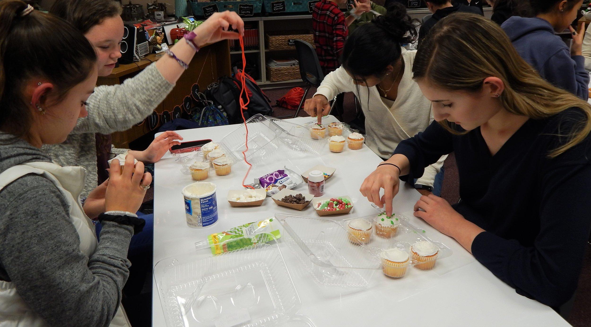 HHHS 12-11 Cupcake Party 6.jpg