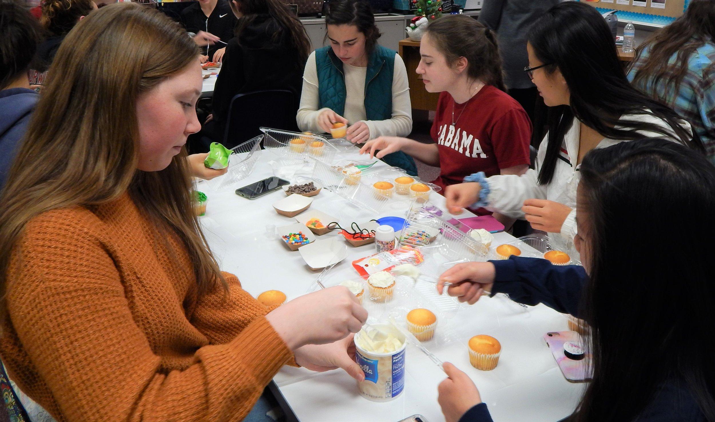 HHHS 12-11 Cupcake Party 7.jpg