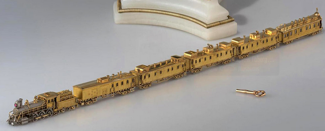 The miniature locomotive and its golden carriages