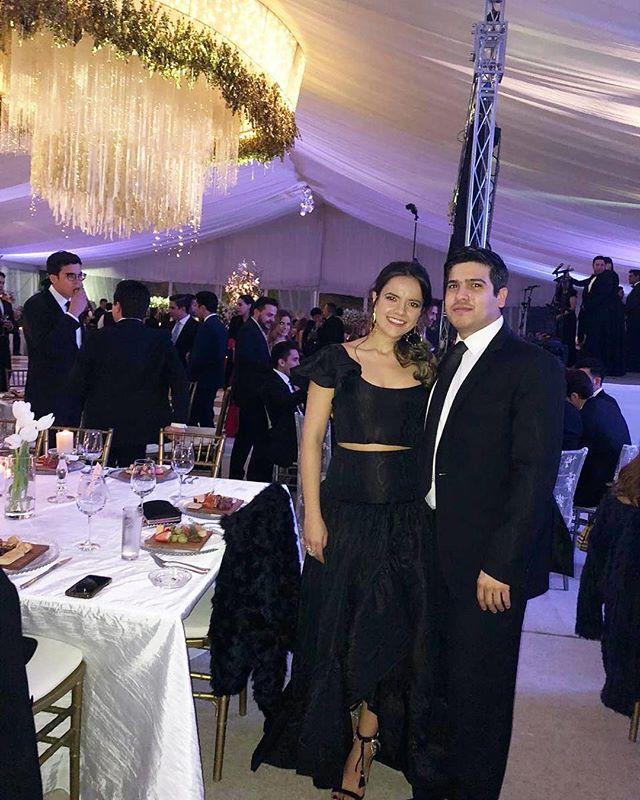 El dúo dinámico does black tie 🎩👗 wearing @floret.al